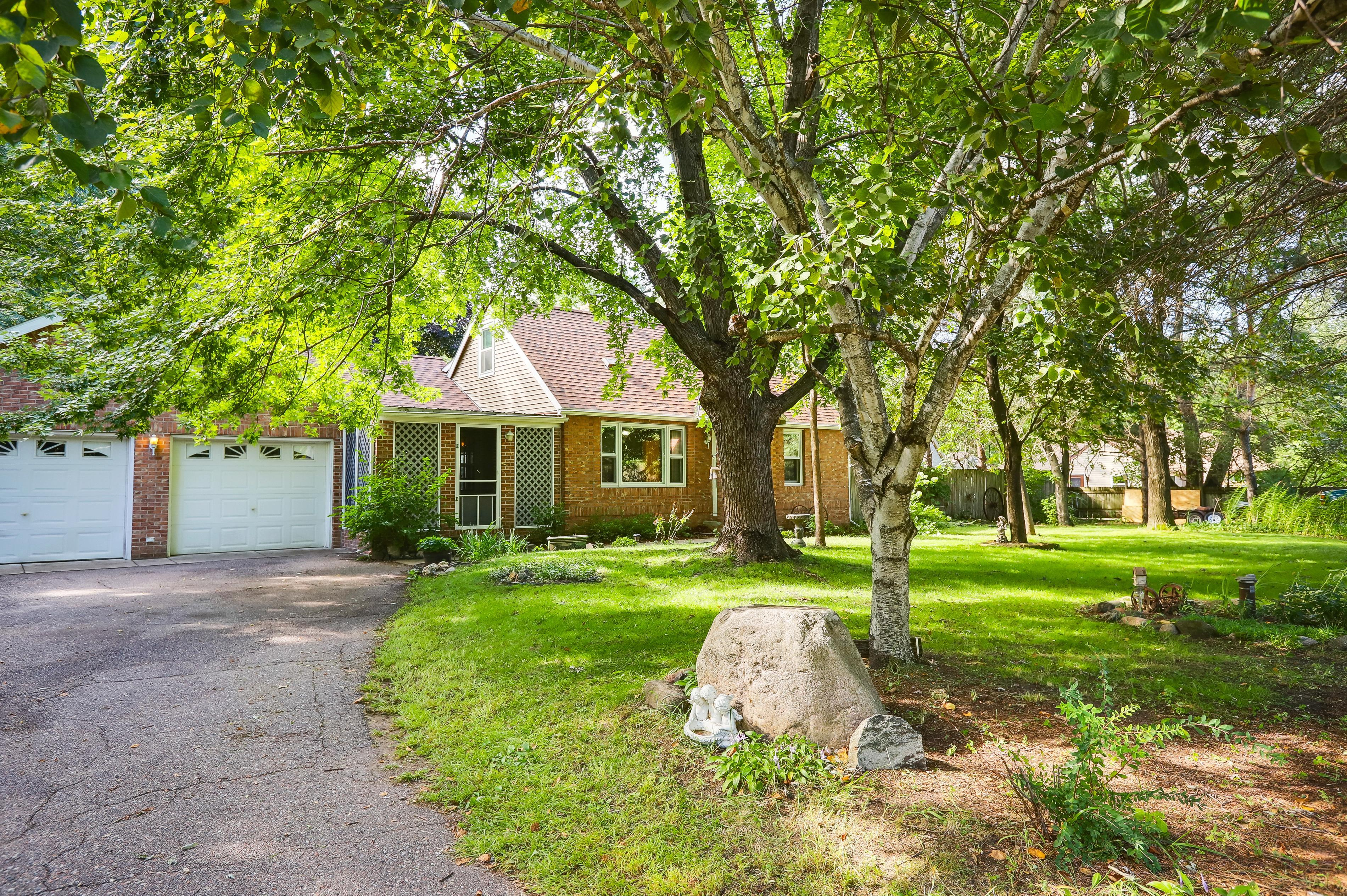 6825 Lakeview Drive Property Photo - Circle Pines, MN real estate listing
