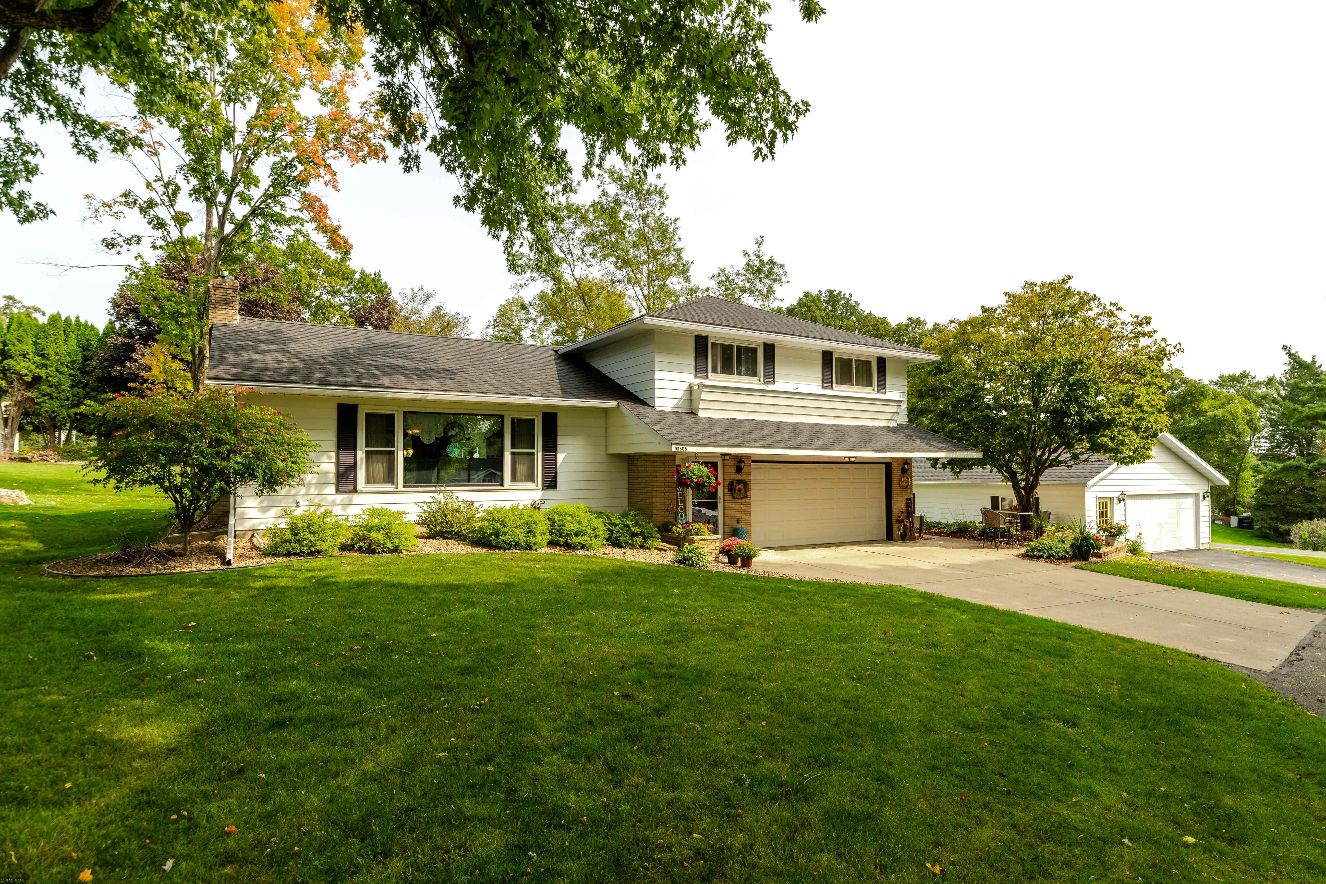 W1306 Skyline Drive Property Photo - Spring Valley, WI real estate listing