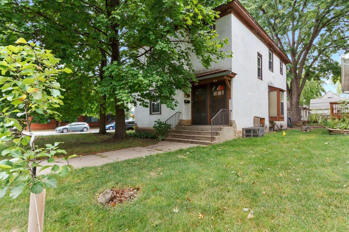 787 6th Avenue NW Property Photo