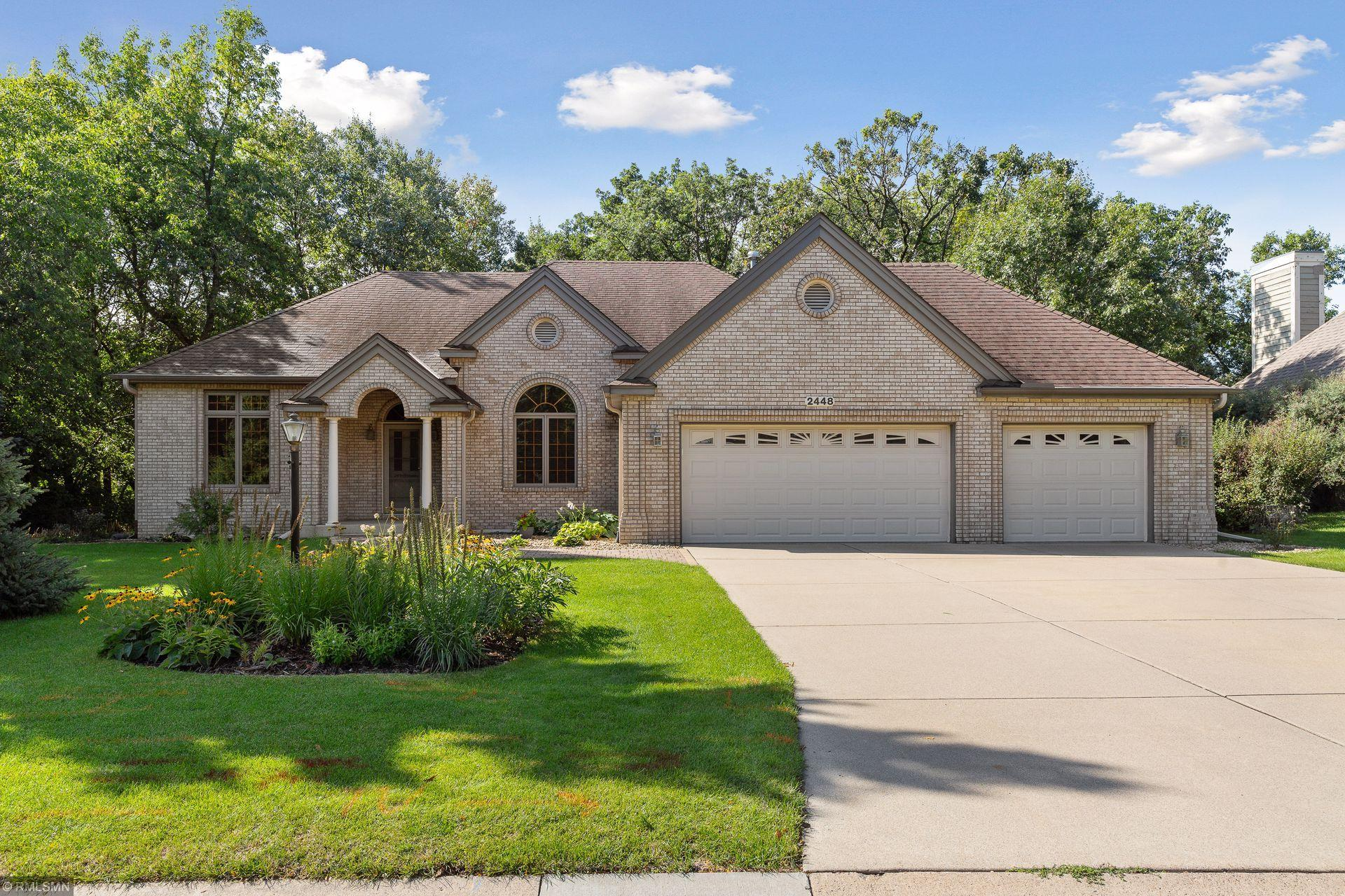 2448 Hillwood Drive E Property Photo - Maplewood, MN real estate listing