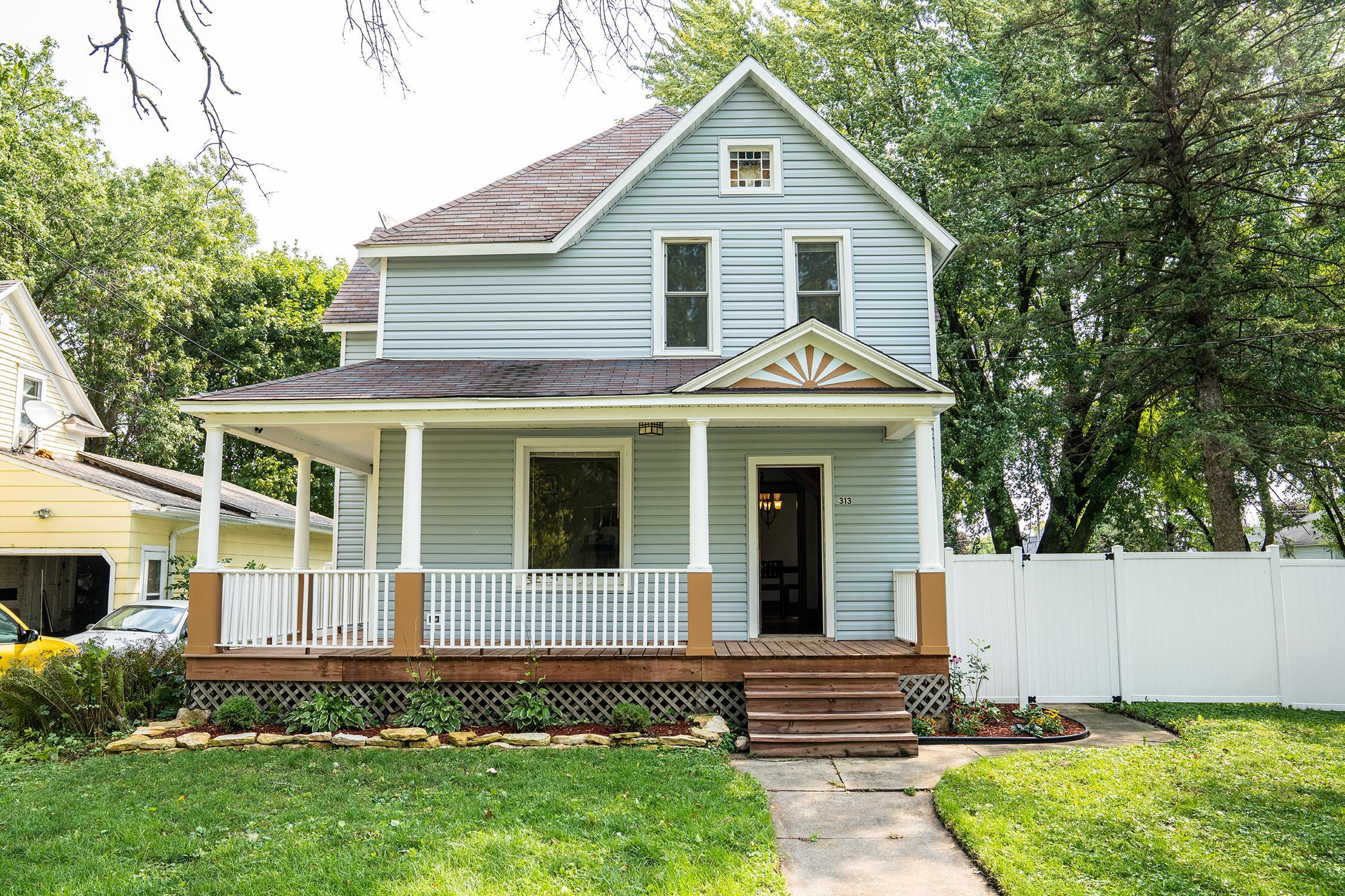 313 Center Avenue S Property Photo - Hayfield, MN real estate listing