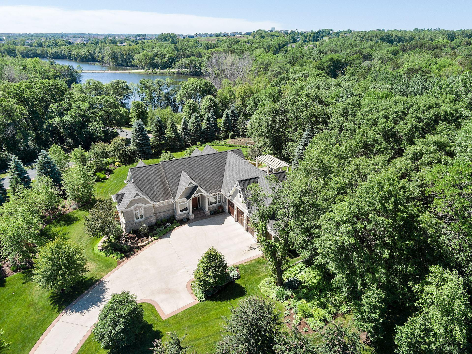 9520 Whistling Valley Trail Property Photo - Lake Elmo, MN real estate listing