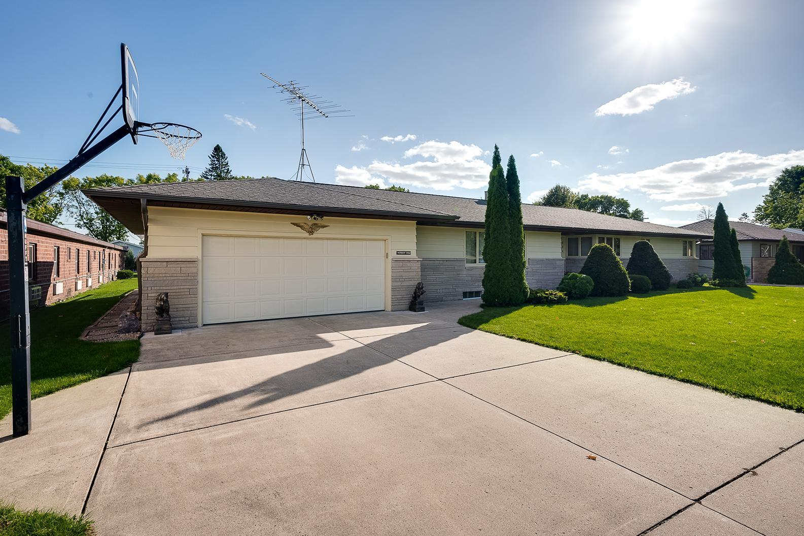 204 W Elgin Street Property Photo - Arlington, MN real estate listing