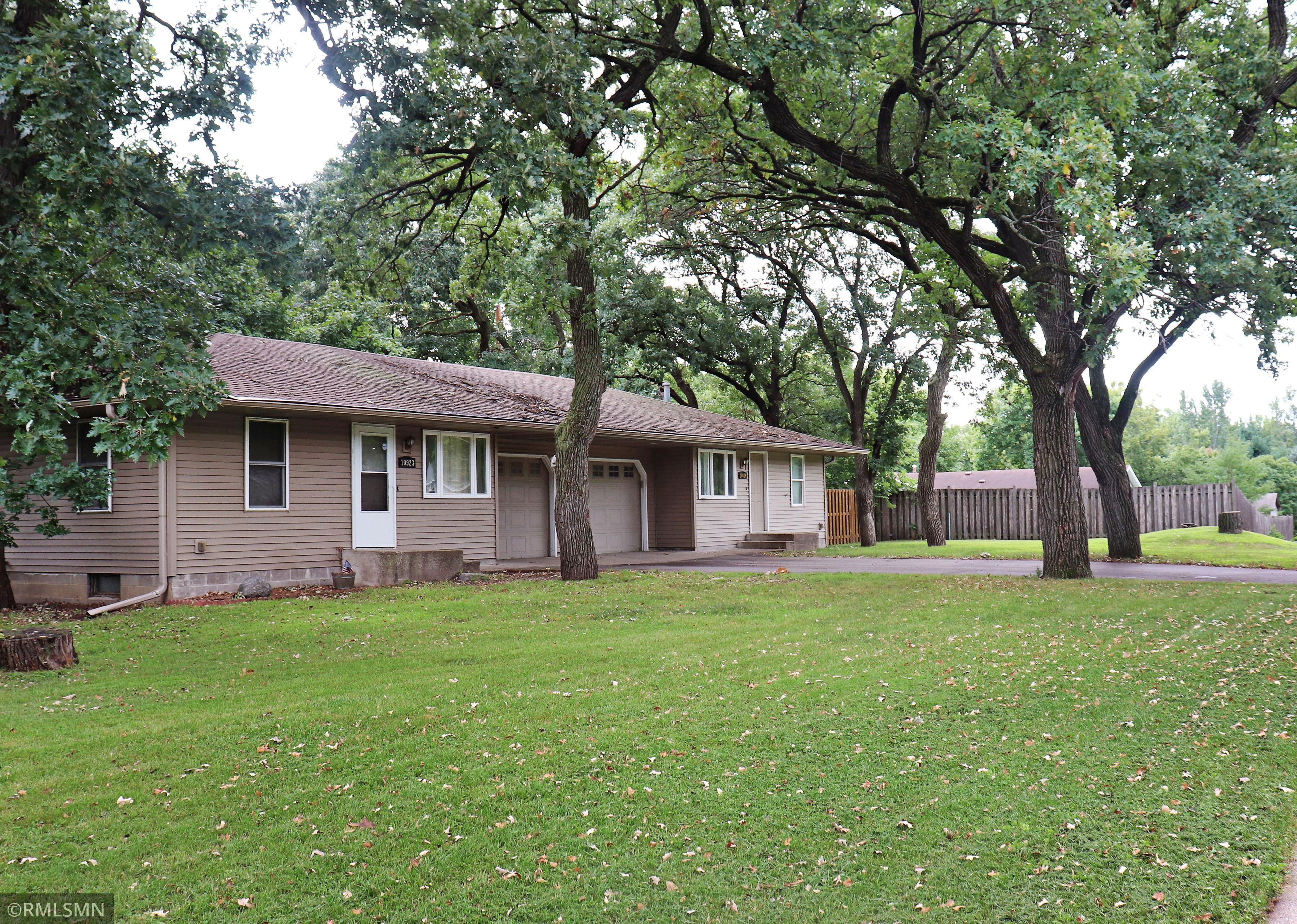 10923 Dahlia Street NW Property Photo - Coon Rapids, MN real estate listing