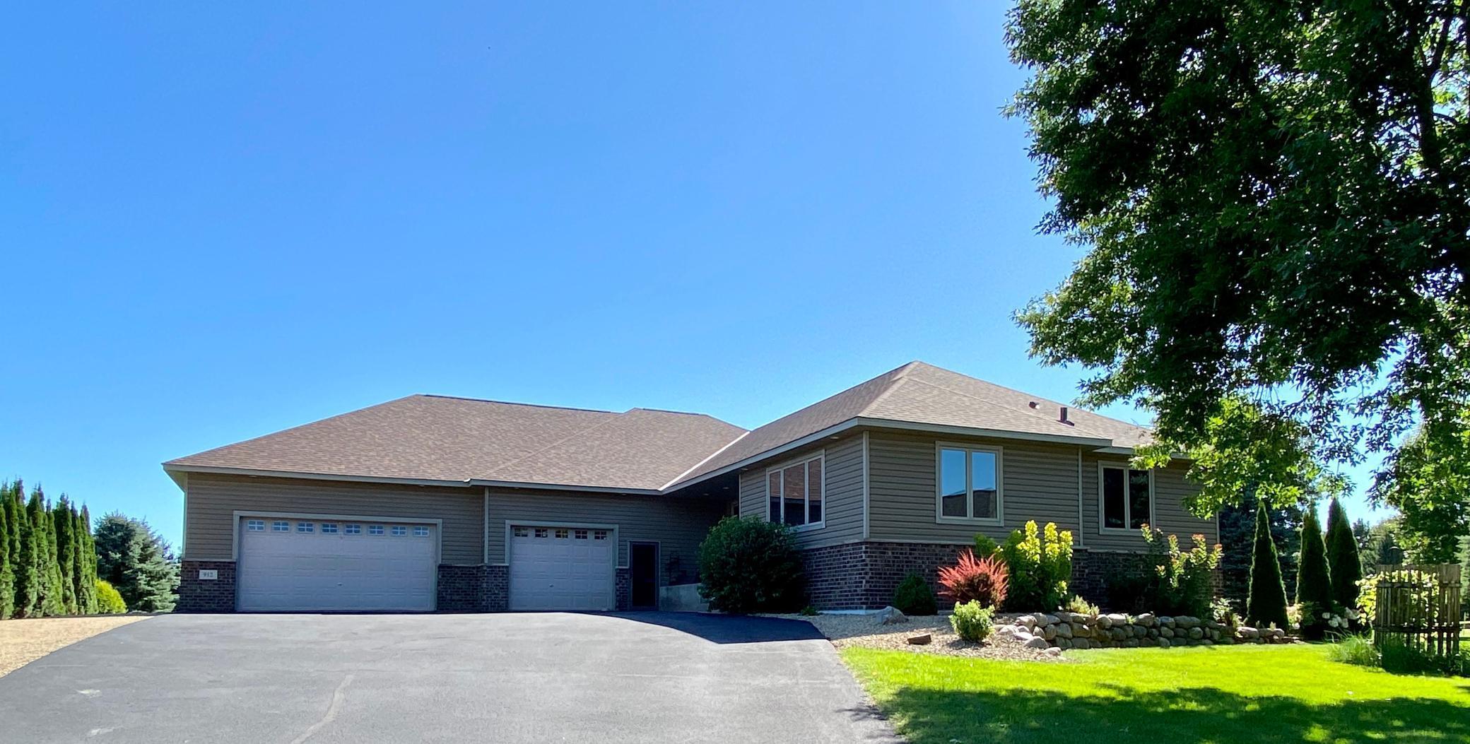 912 207th Avenue NE Property Photo - East Bethel, MN real estate listing