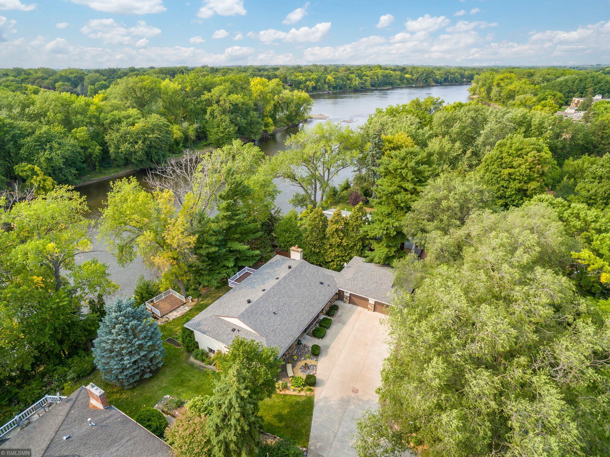 6438 Riverview Terrace NE Property Photo - Fridley, MN real estate listing