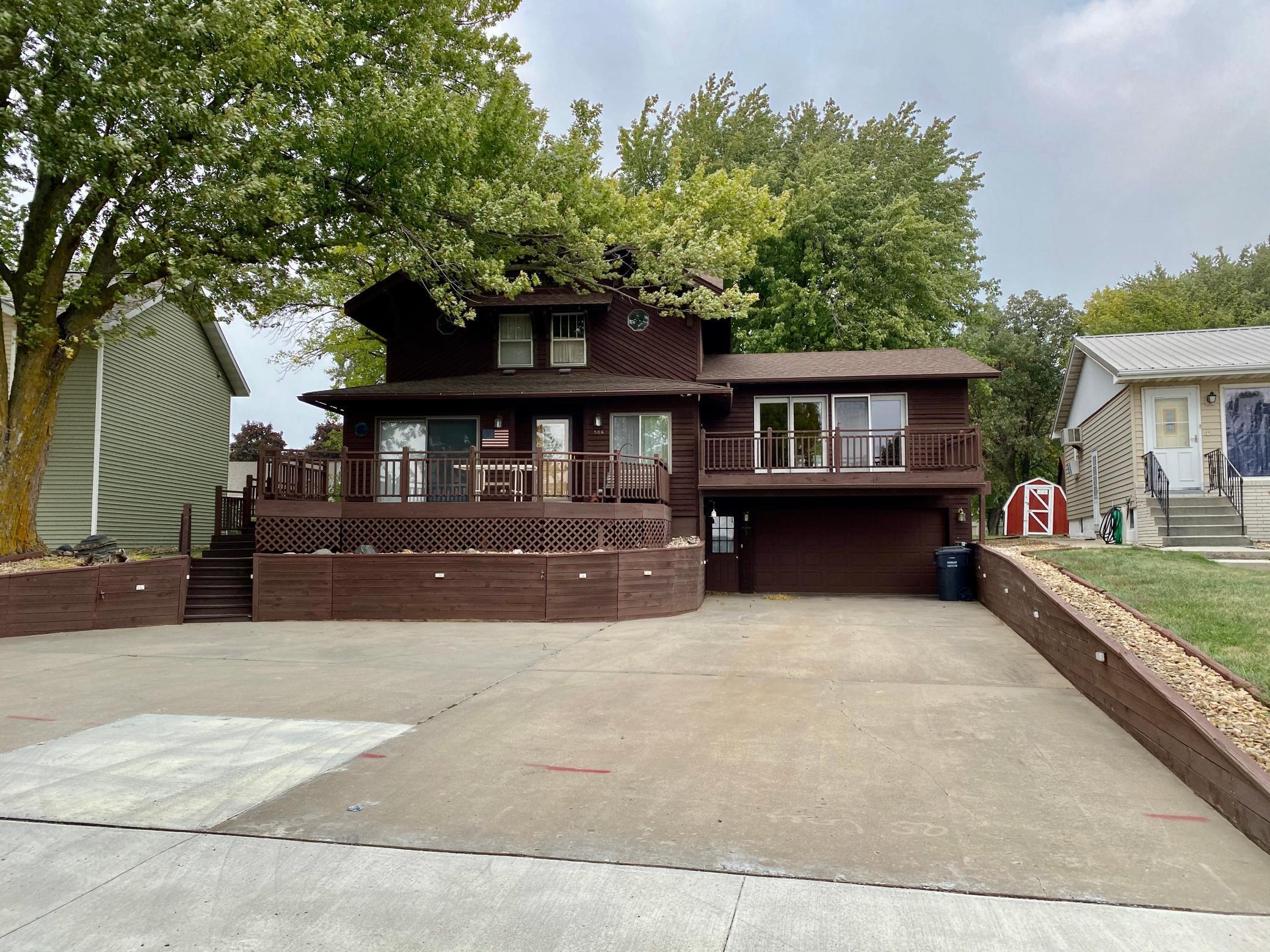 506 W Lake Avenue Property Photo - Worthington, MN real estate listing