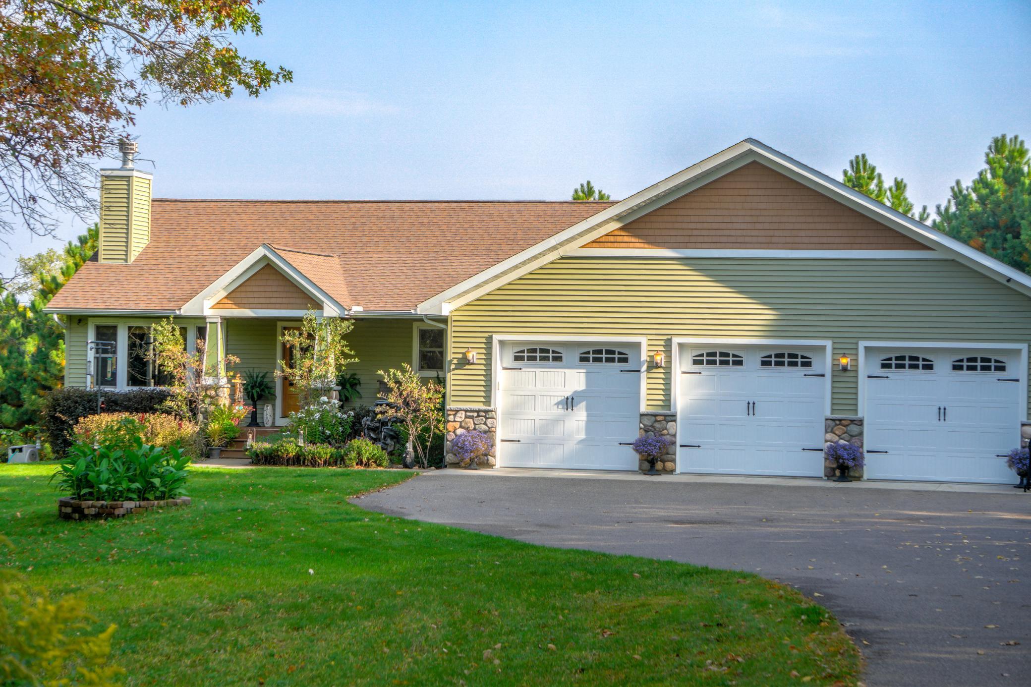 900 Alex Lane Property Photo - Hudson, WI real estate listing