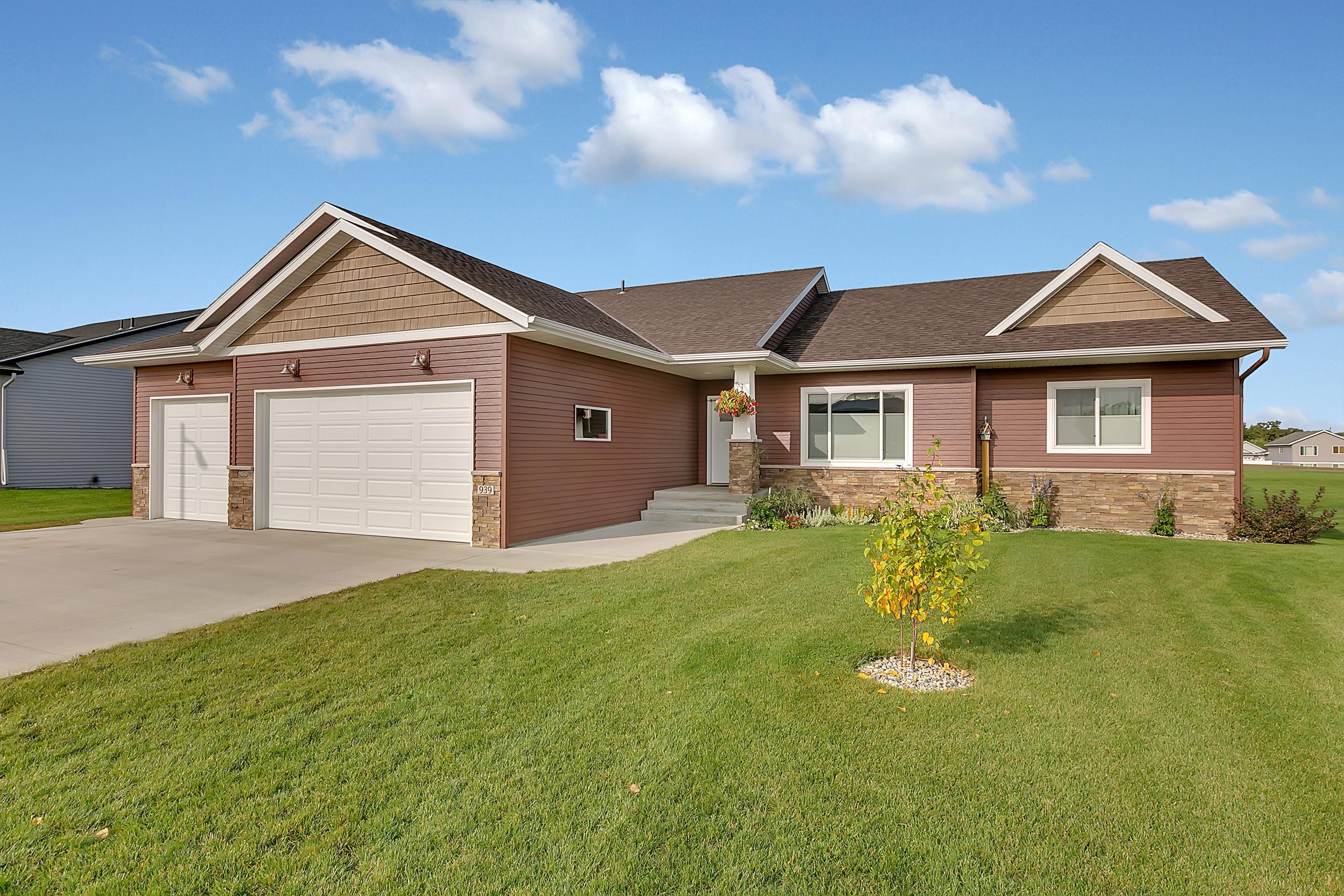 939 Waters Edge Circle Property Photo - Avon, MN real estate listing