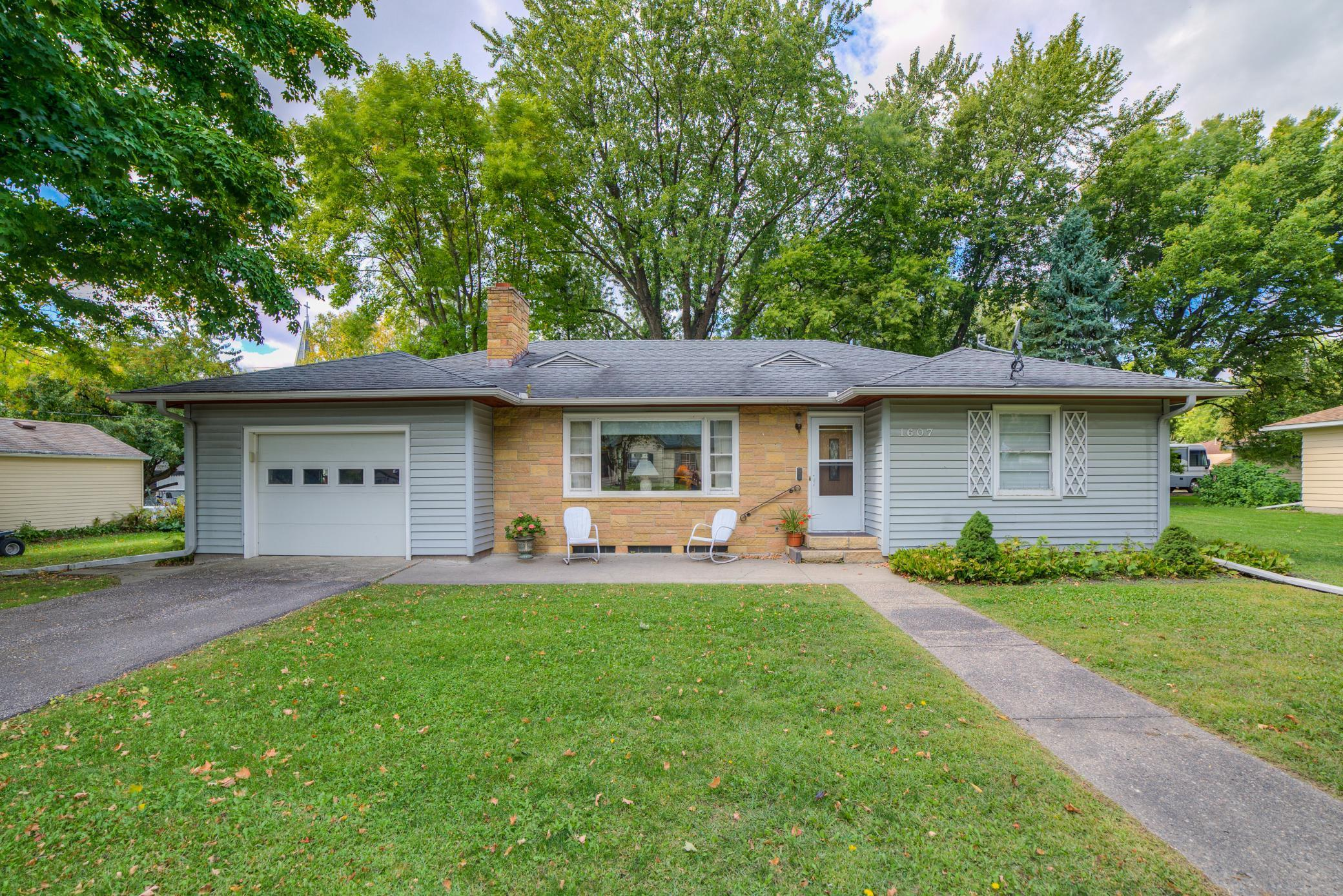 1607 Ives Avenue N Property Photo - Glencoe, MN real estate listing
