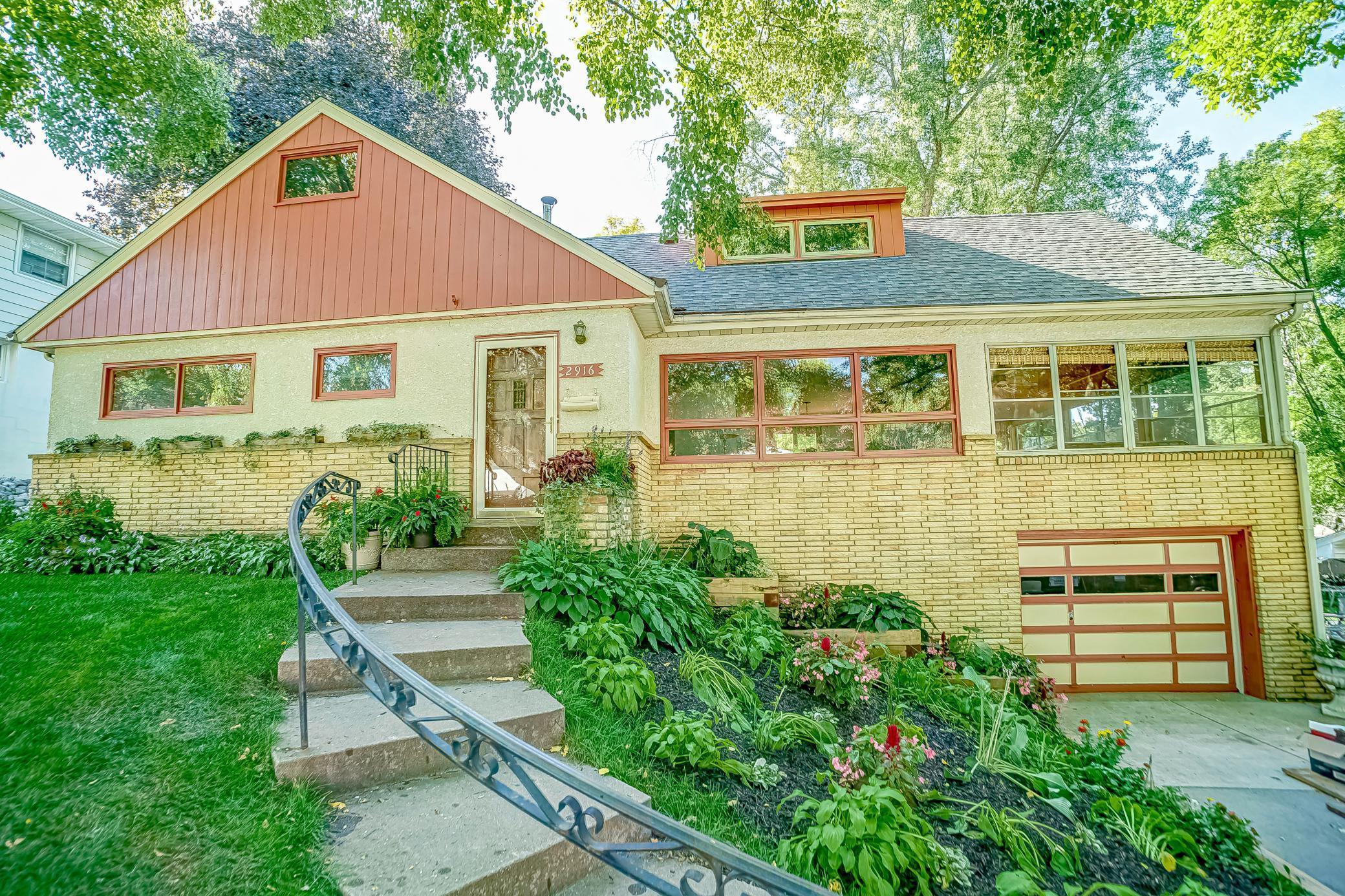 2916 Hilldale Avenue NE Property Photo - Saint Anthony, MN real estate listing
