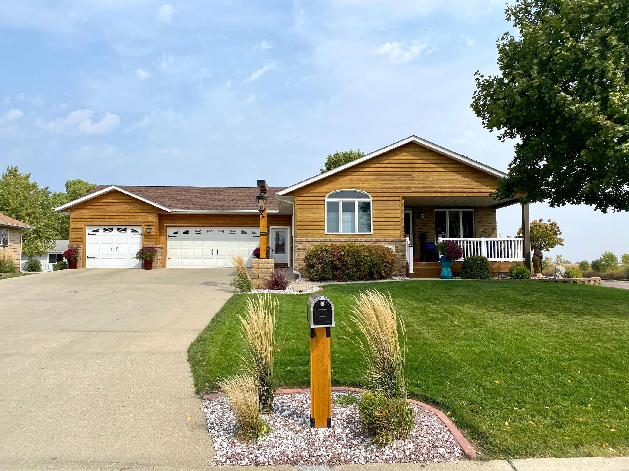 1370 Schaap Drive Property Photo - Worthington, MN real estate listing