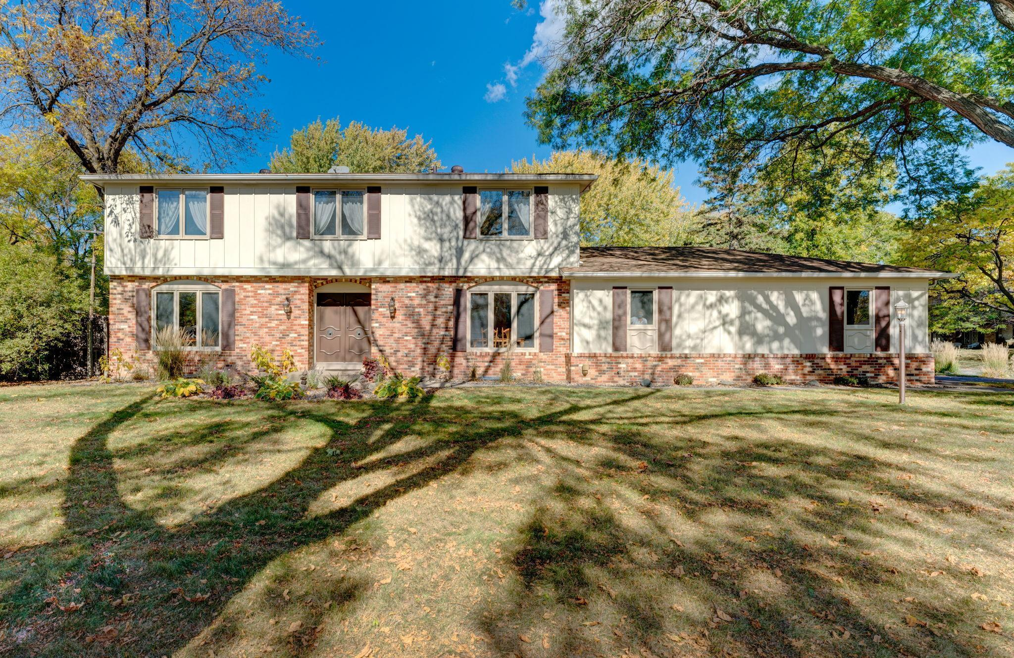2301 Aquila Avenue N Property Photo - Golden Valley, MN real estate listing