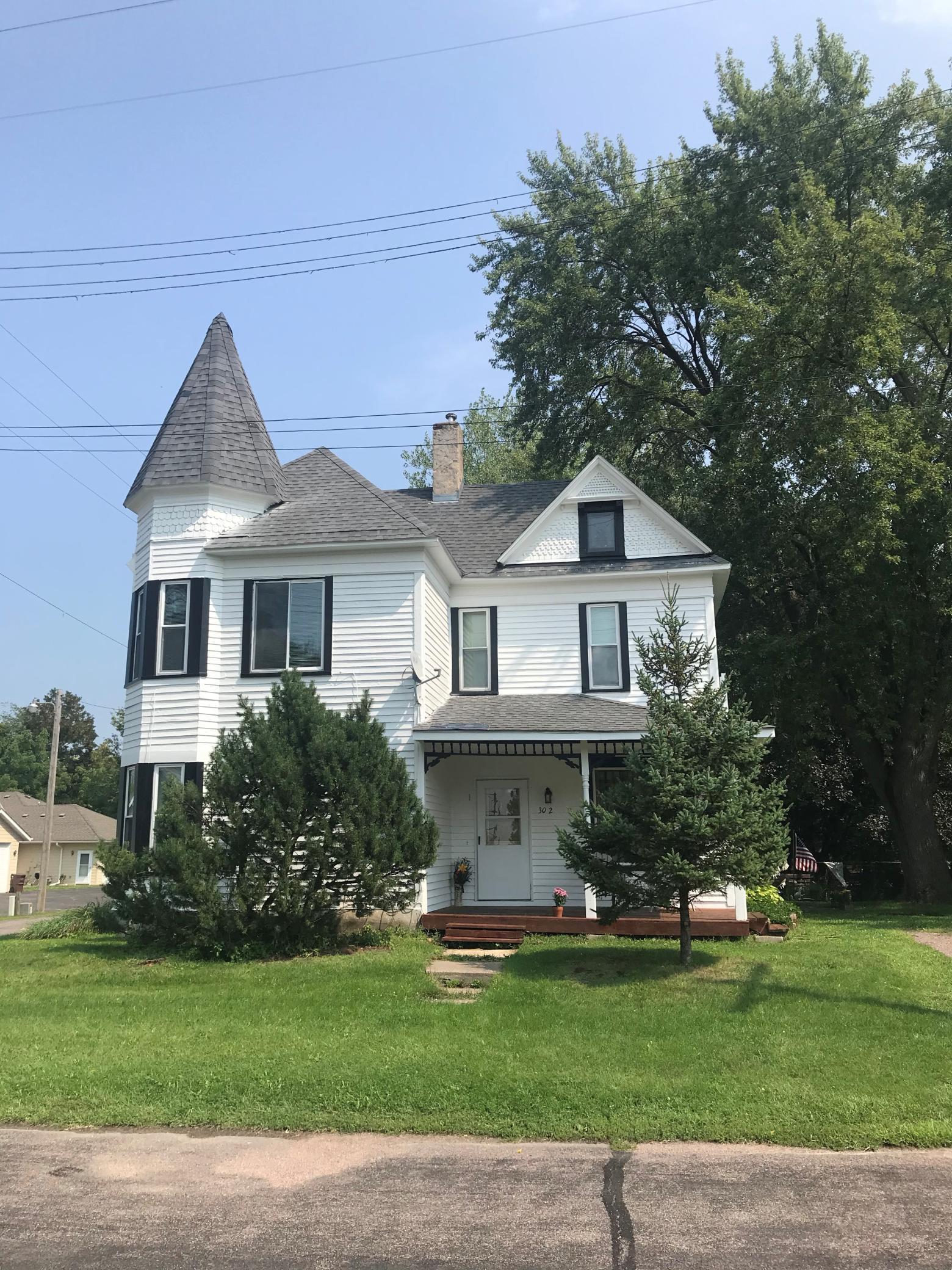 302 4th Street N Property Photo
