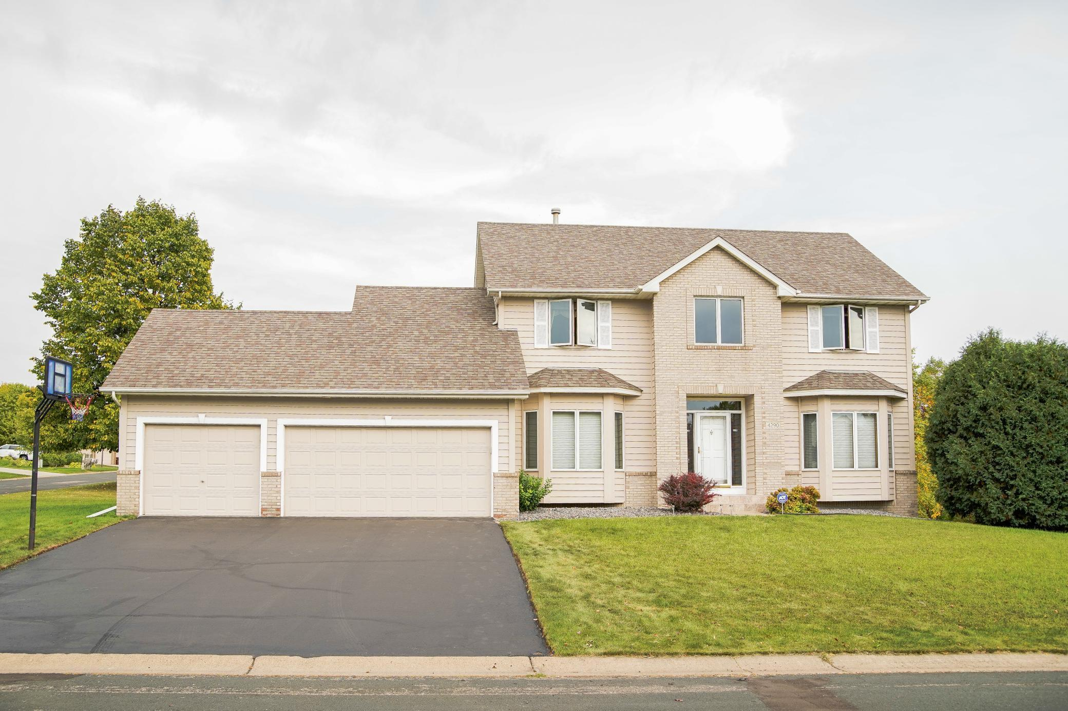 4290 Cottonwood Lane N Property Photo - Plymouth, MN real estate listing