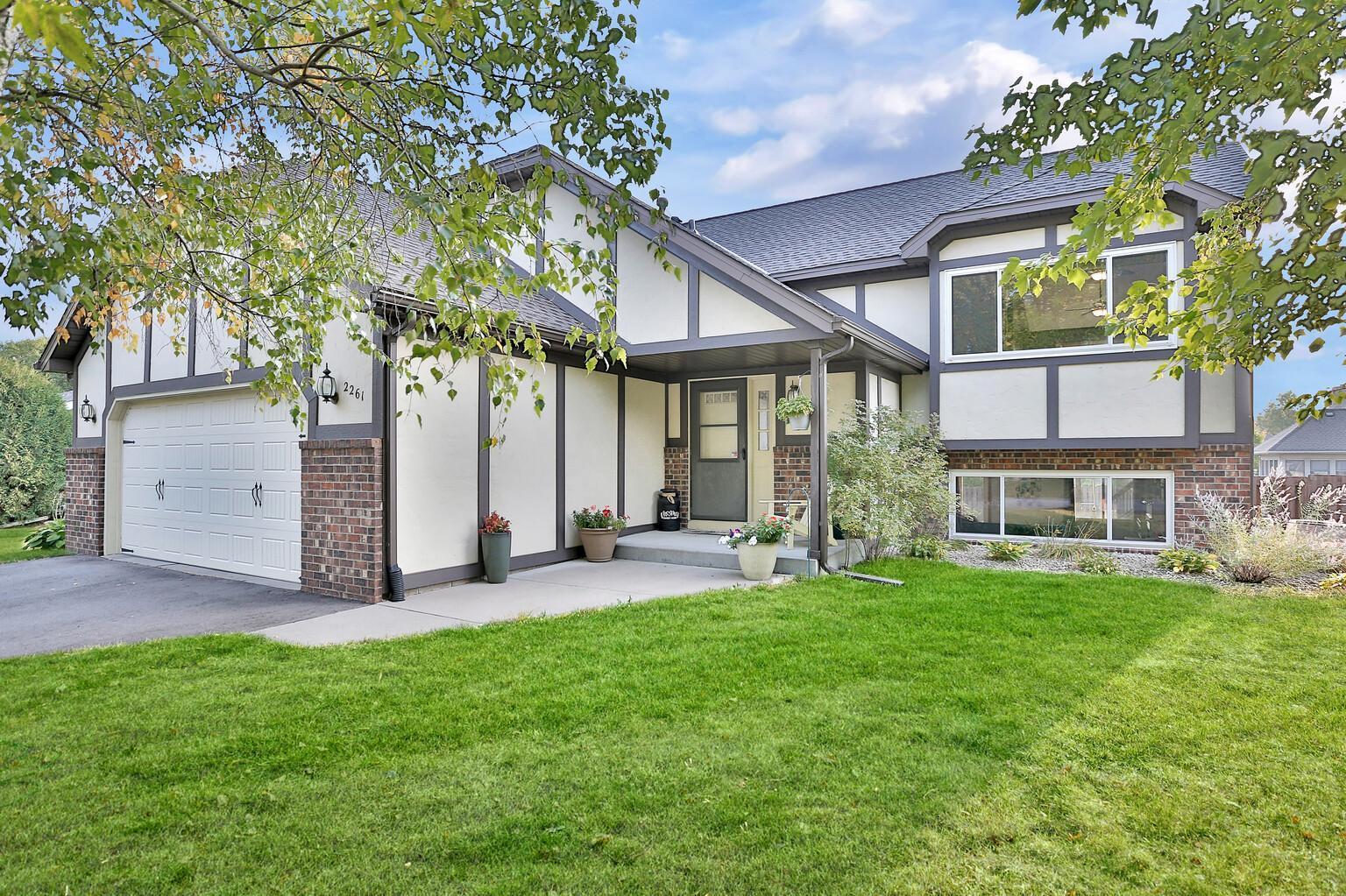 2261 Hilo Avenue N Property Photo