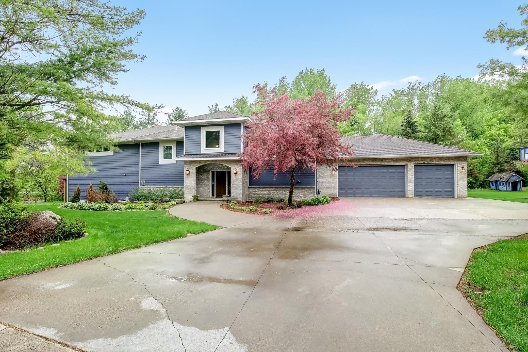 17503 Bridgewater Circle Property Photo - Minnetonka, MN real estate listing