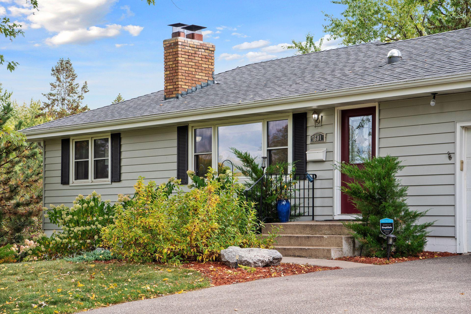 7601 Winnetka Heights Drive Property Photo - Golden Valley, MN real estate listing