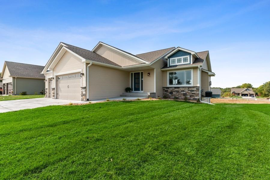 6055 Fuller Circle Property Photo - Wyoming, MN real estate listing