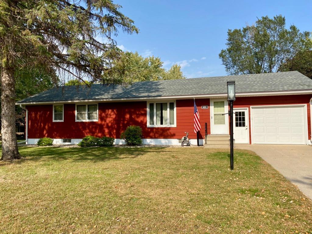821 Austin Drive Property Photo - Saint Peter, MN real estate listing