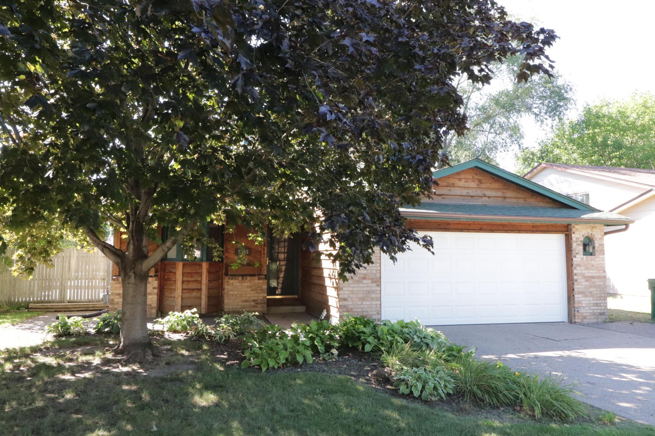 5265 Vera Cruz Avenue N Property Photo