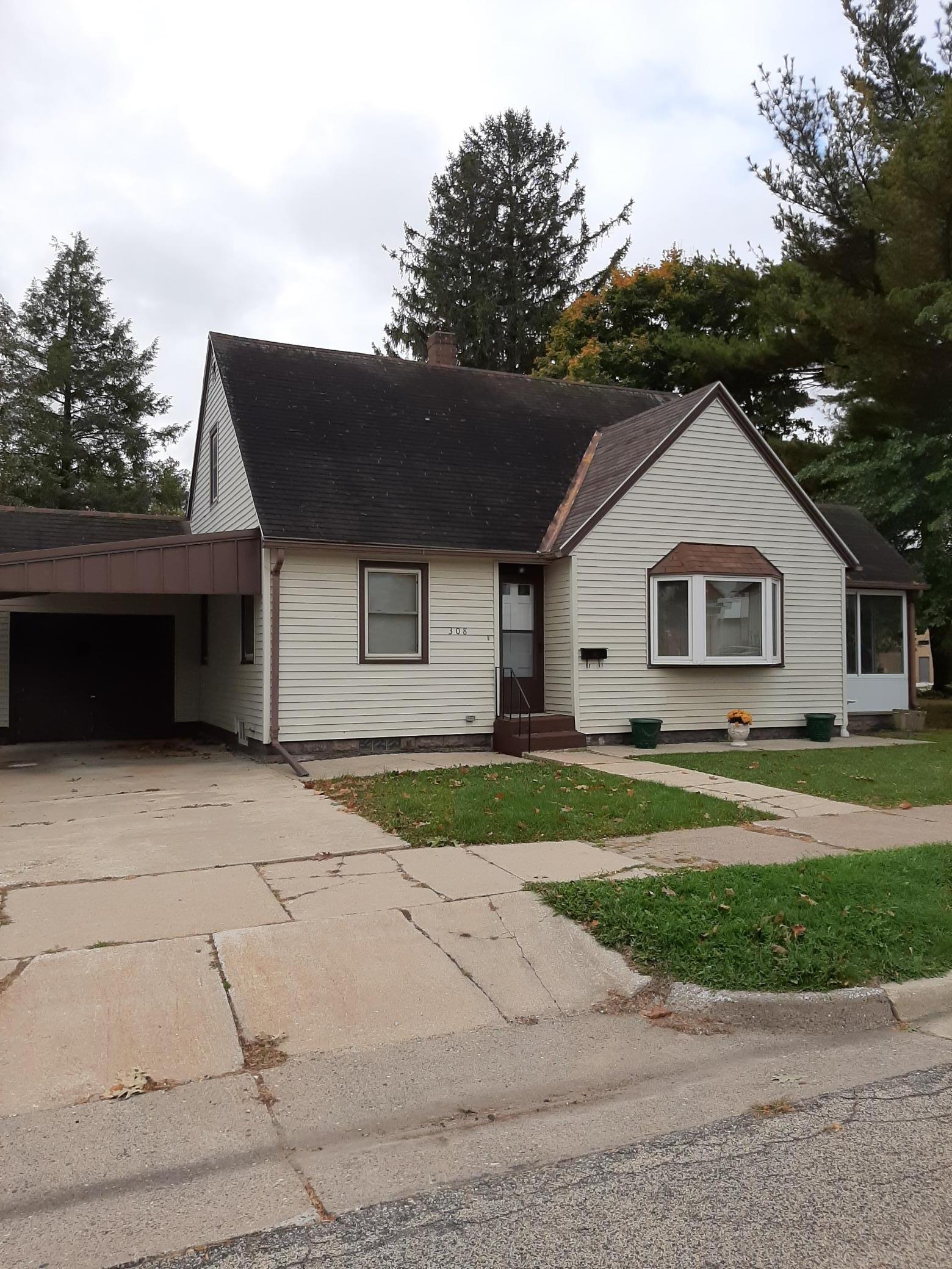 308 E Grove Street Property Photo - Caledonia, MN real estate listing