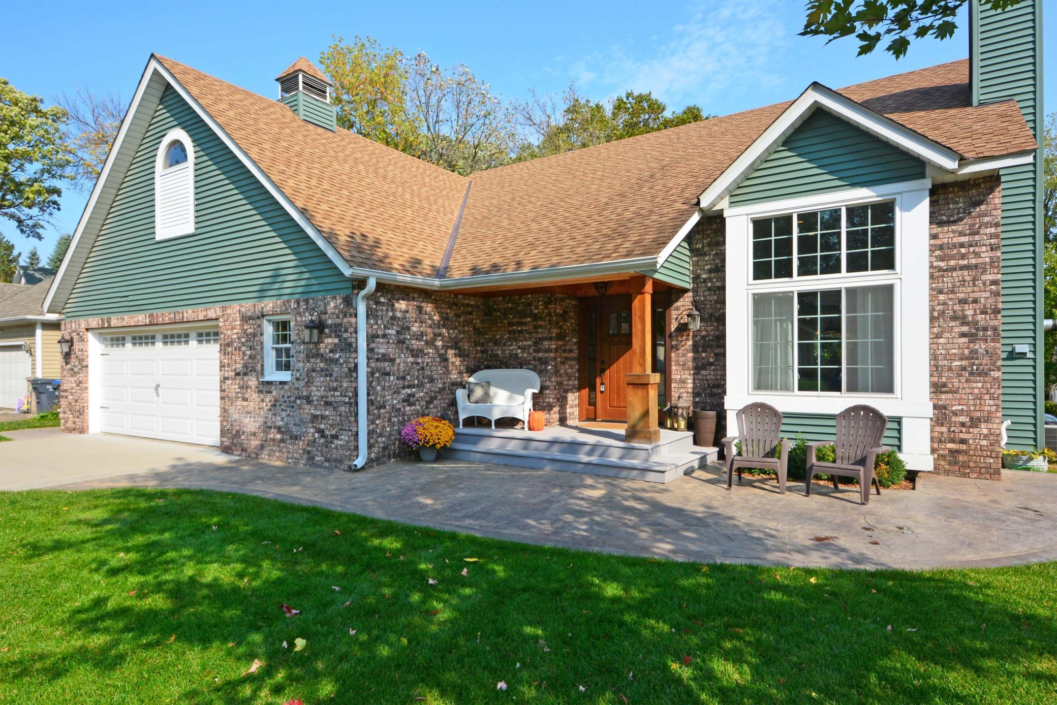 2266 Jennifer Lane Property Photo - North Saint Paul, MN real estate listing