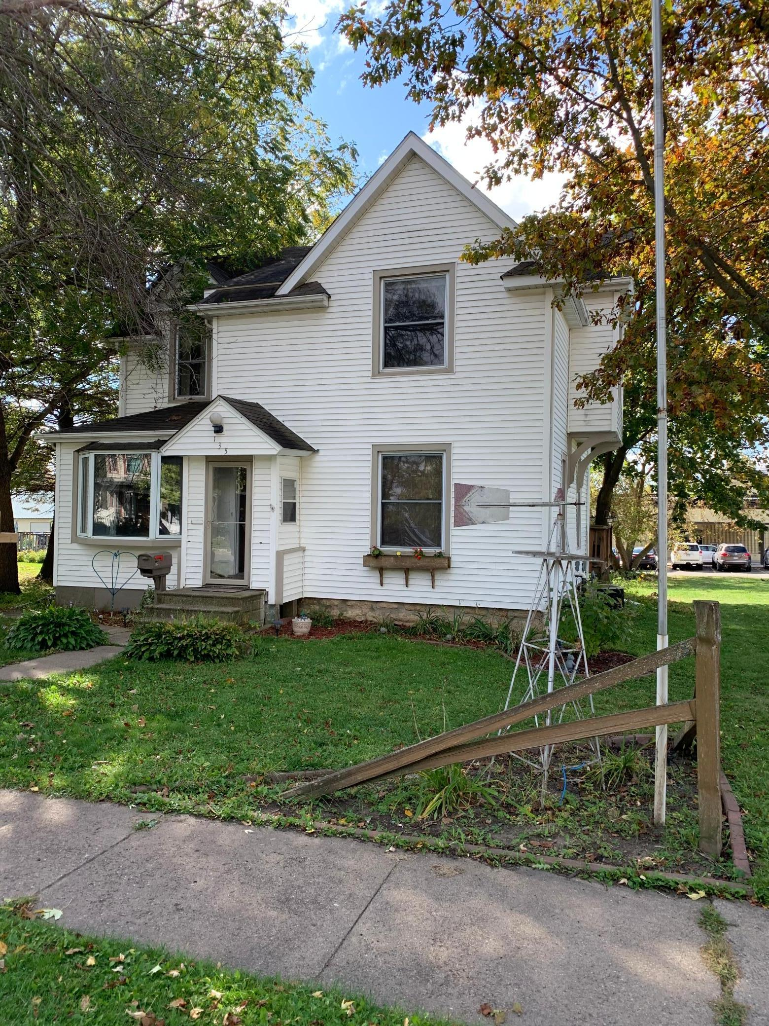 135 1st Avenue NW Property Photo - Plainview, MN real estate listing