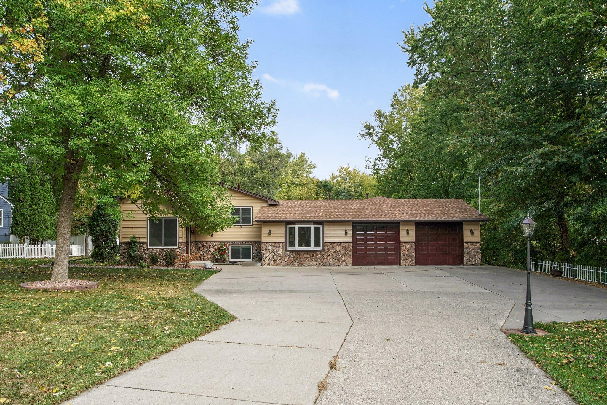 418 Mission Road W Property Photo - Bloomington, MN real estate listing