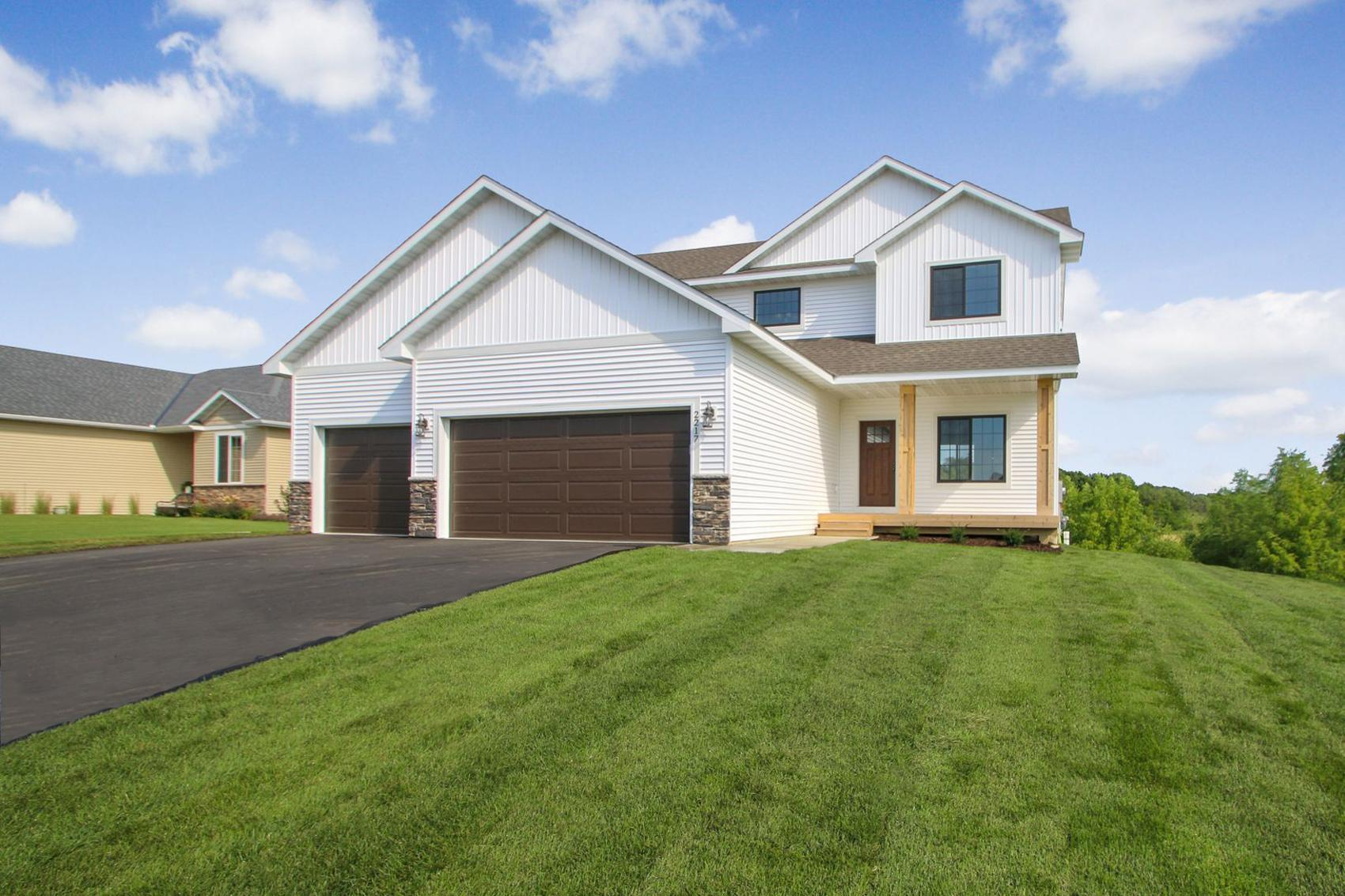 560 Alaska Loop Property Photo - Cambridge, MN real estate listing