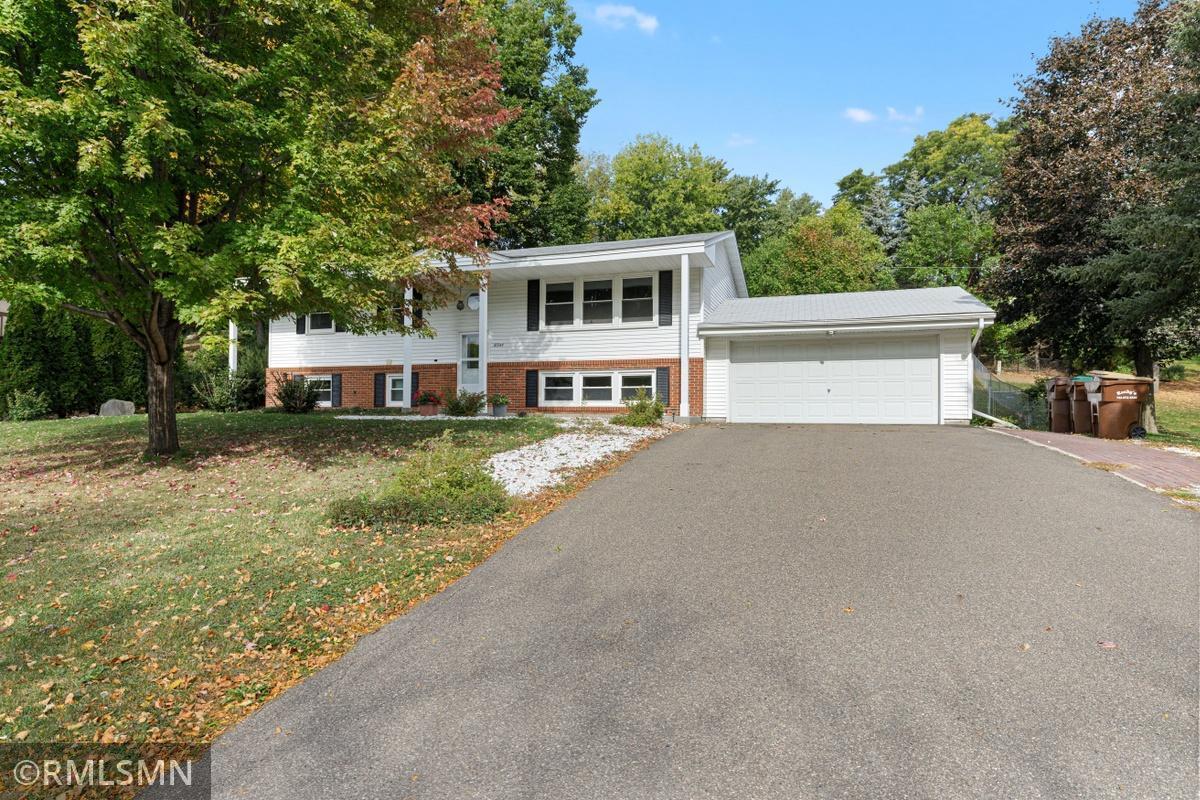 10344 York Lane Property Photo - Bloomington, MN real estate listing