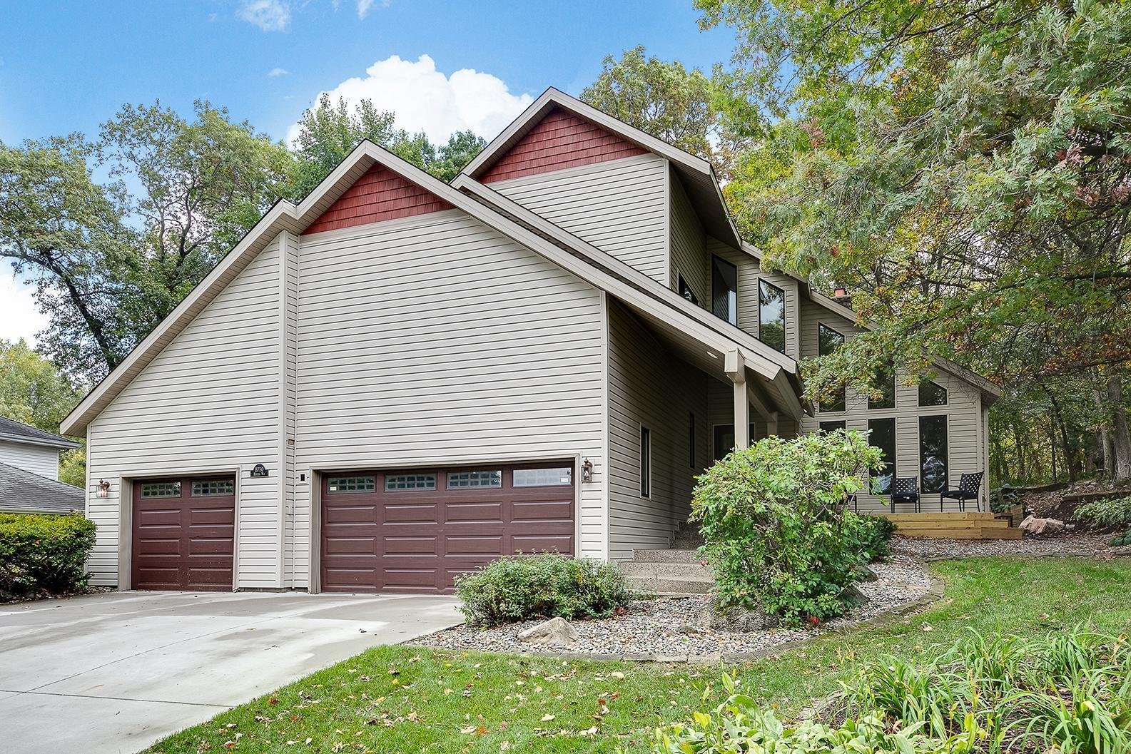 8750 Hunters Way Property Photo - Apple Valley, MN real estate listing