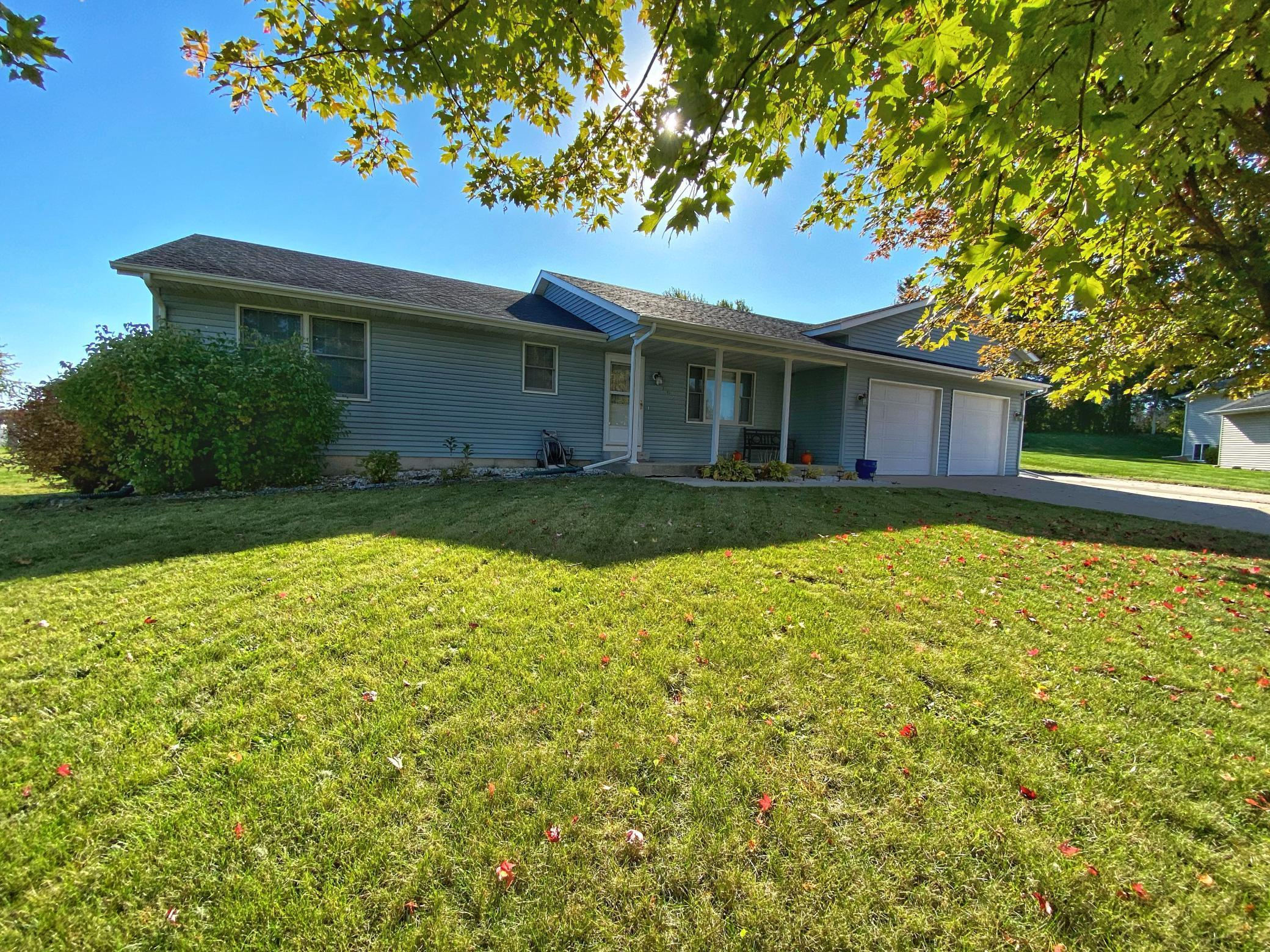 705 7th Street NW Property Photo - Plainview, MN real estate listing