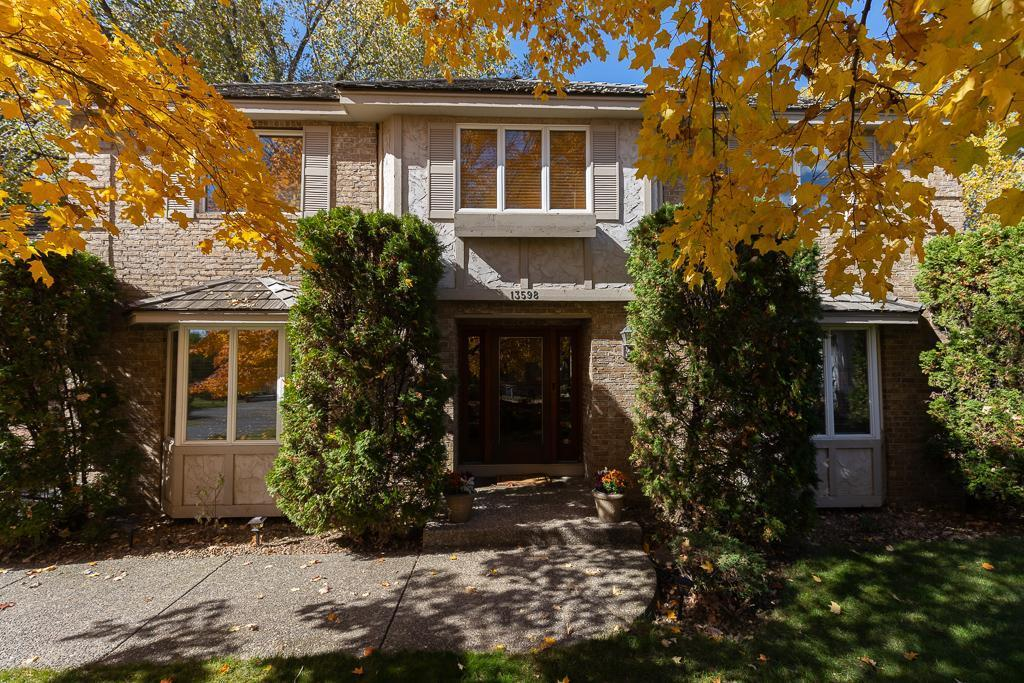 13598 Woodmere Circle Property Photo - Eden Prairie, MN real estate listing