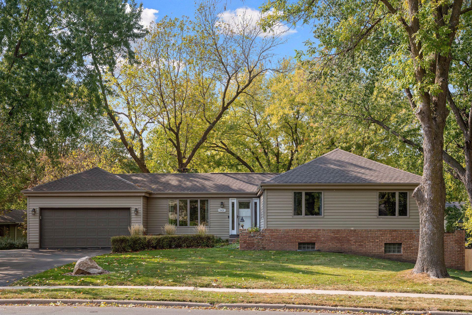 10424 Nesbitt Avenue S Property Photo - Bloomington, MN real estate listing