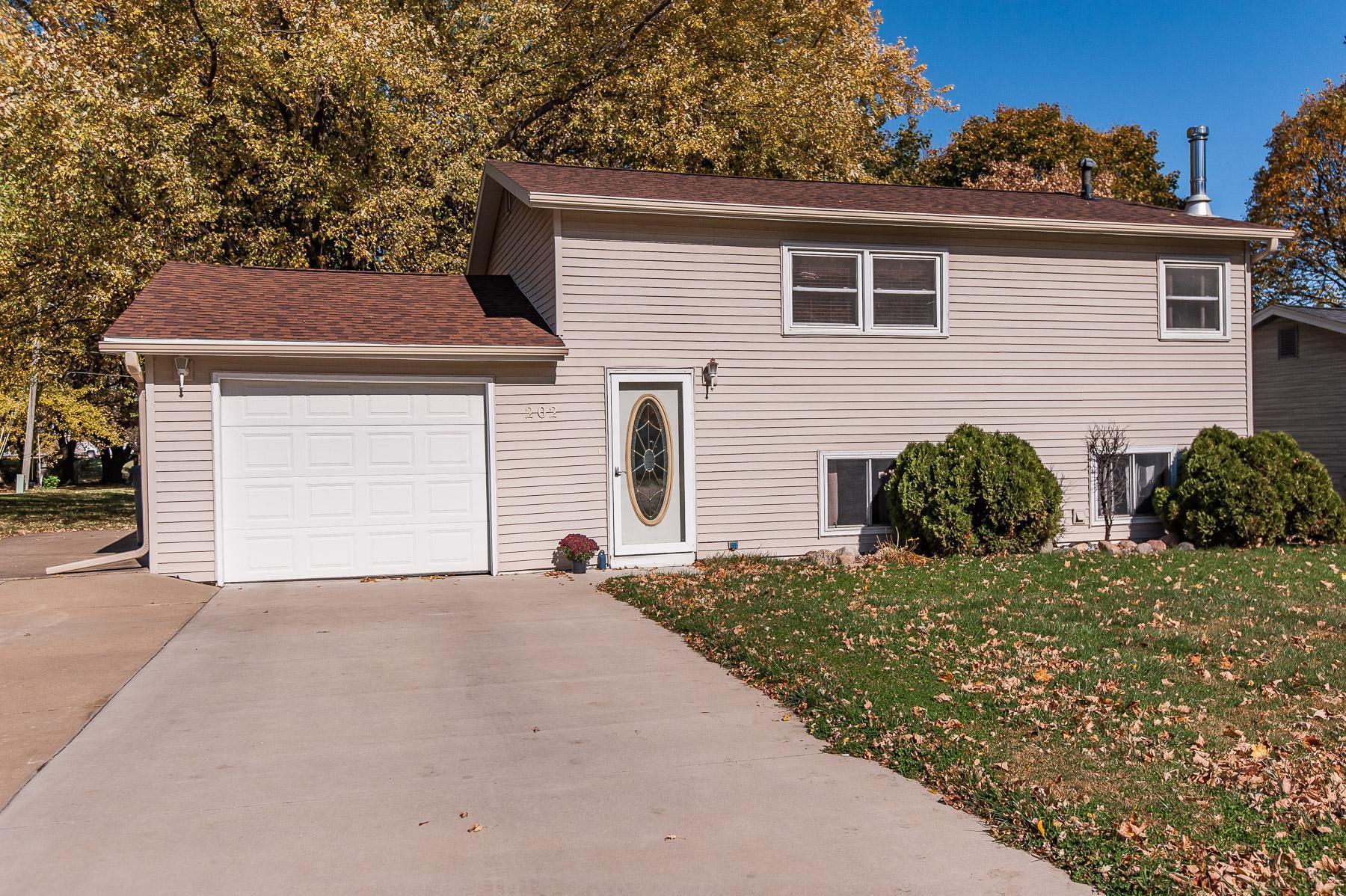 202 3rd Street NE Property Photo - Dodge Center, MN real estate listing