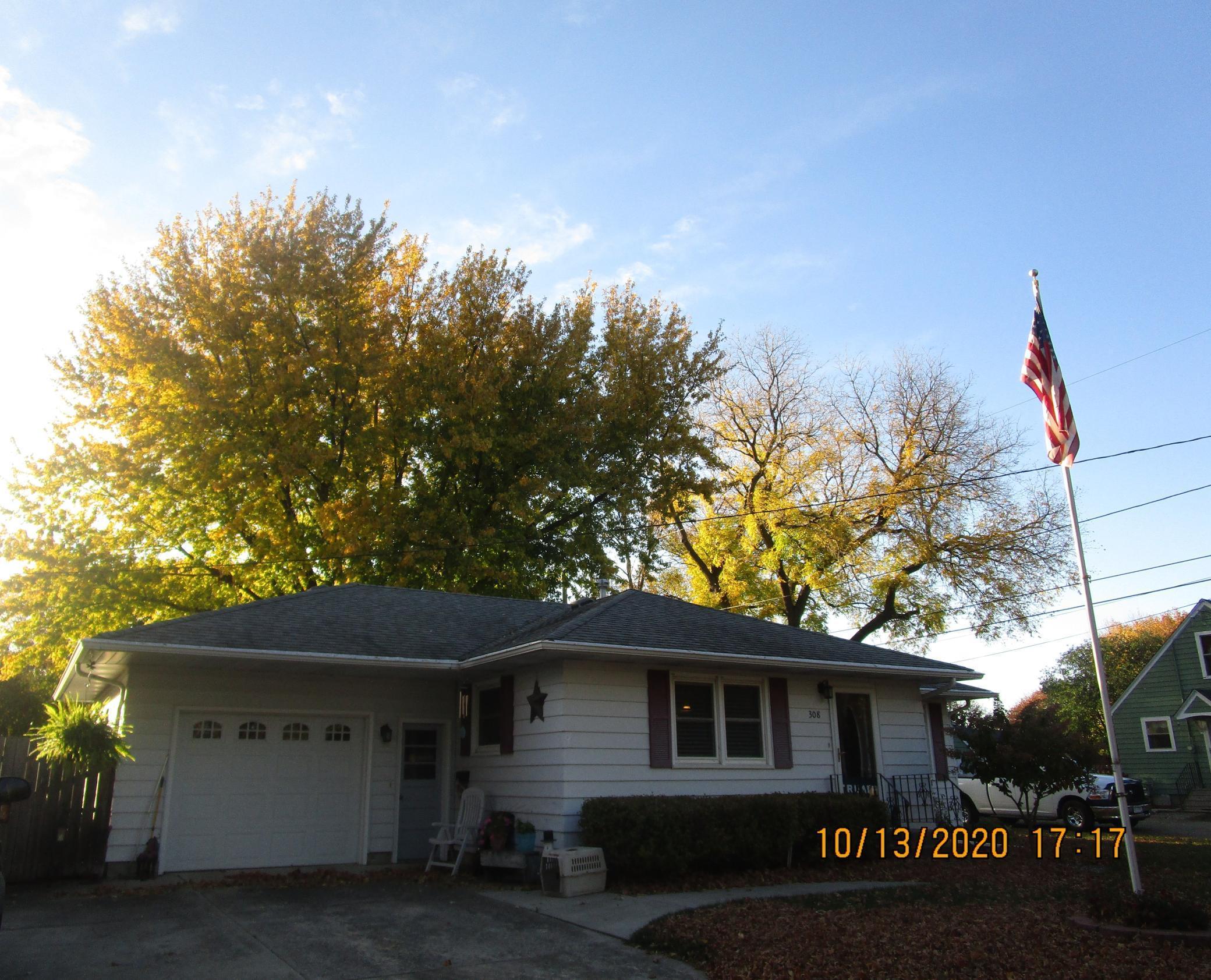 308 Birch Avenue N Property Photo