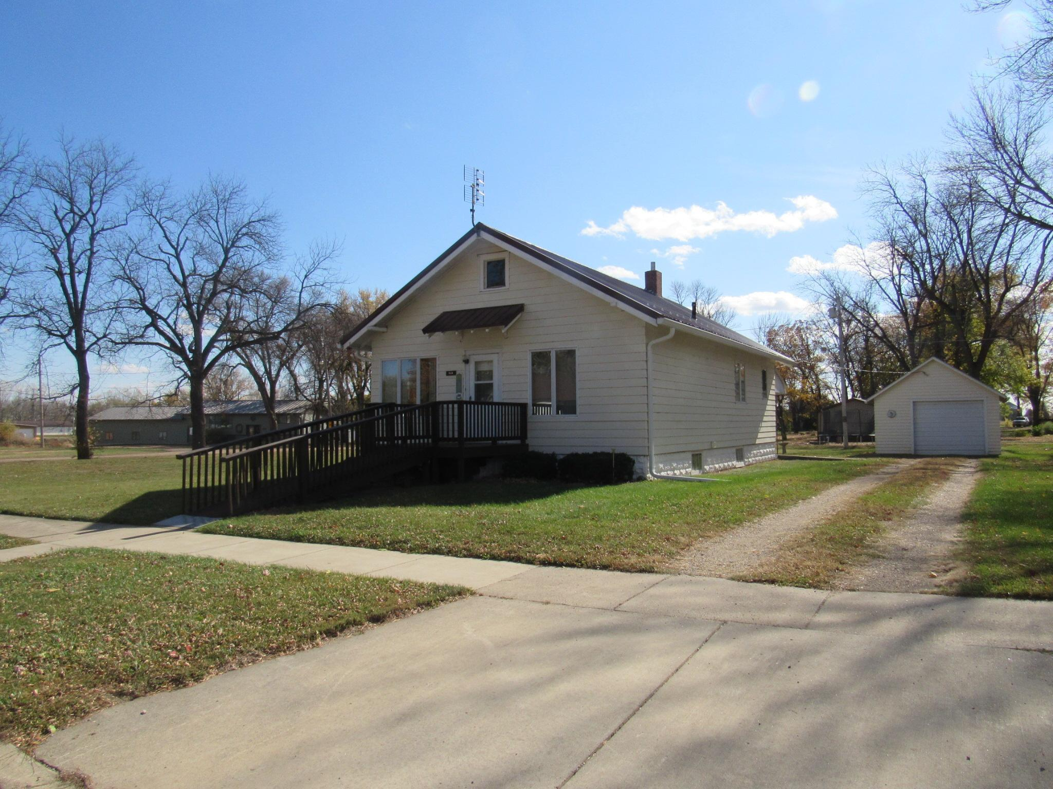 215 W Wenberg Street Property Photo - Dunnell, MN real estate listing