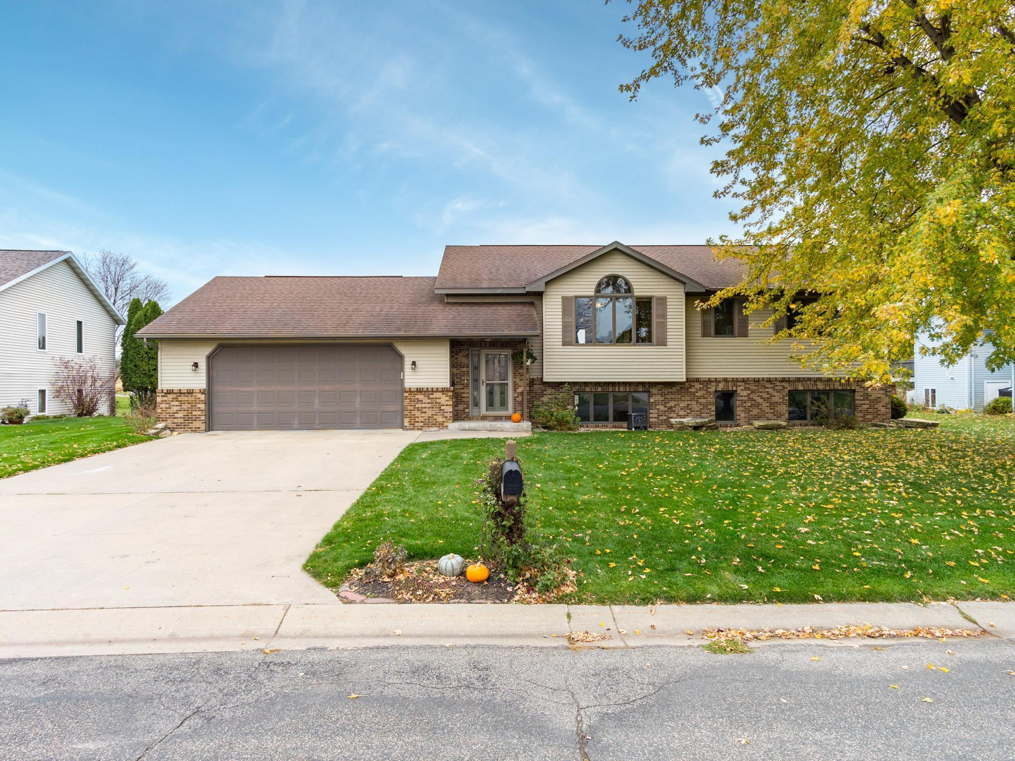 425 Meadowview Drive Property Photo - Saint Charles, MN real estate listing