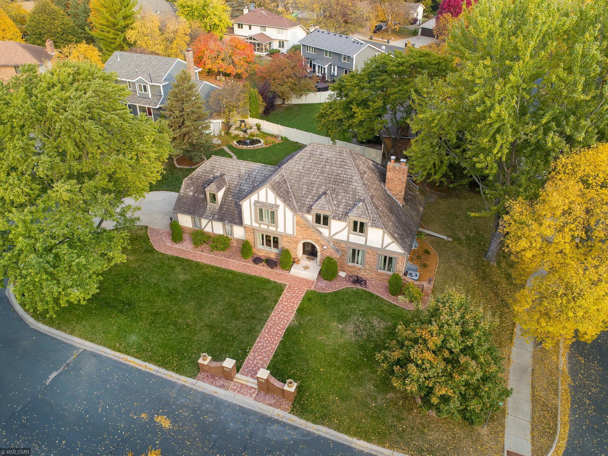 9300 Hyland Creek Circle Property Photo - Bloomington, MN real estate listing