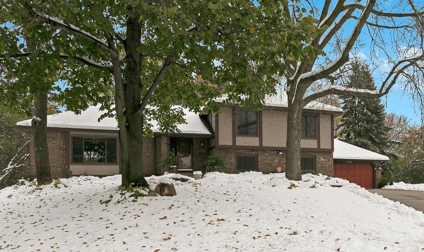 9355 Hyland Creek Circle Property Photo - Bloomington, MN real estate listing