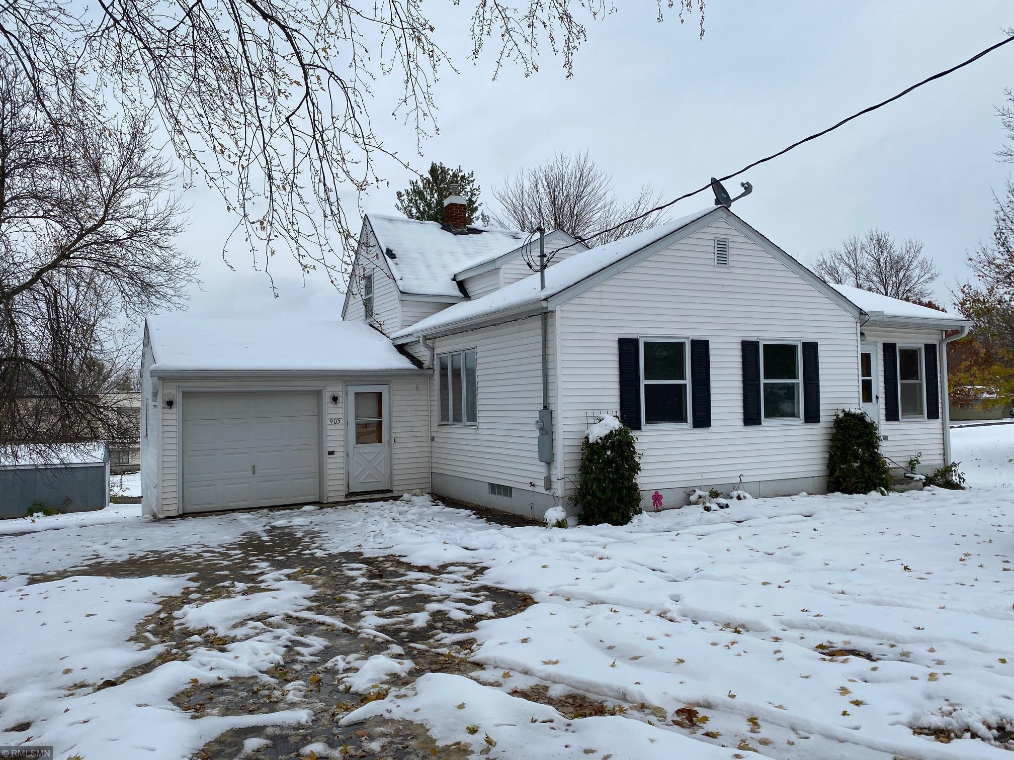 905 Golf Avenue SW Property Photo - Pine City, MN real estate listing