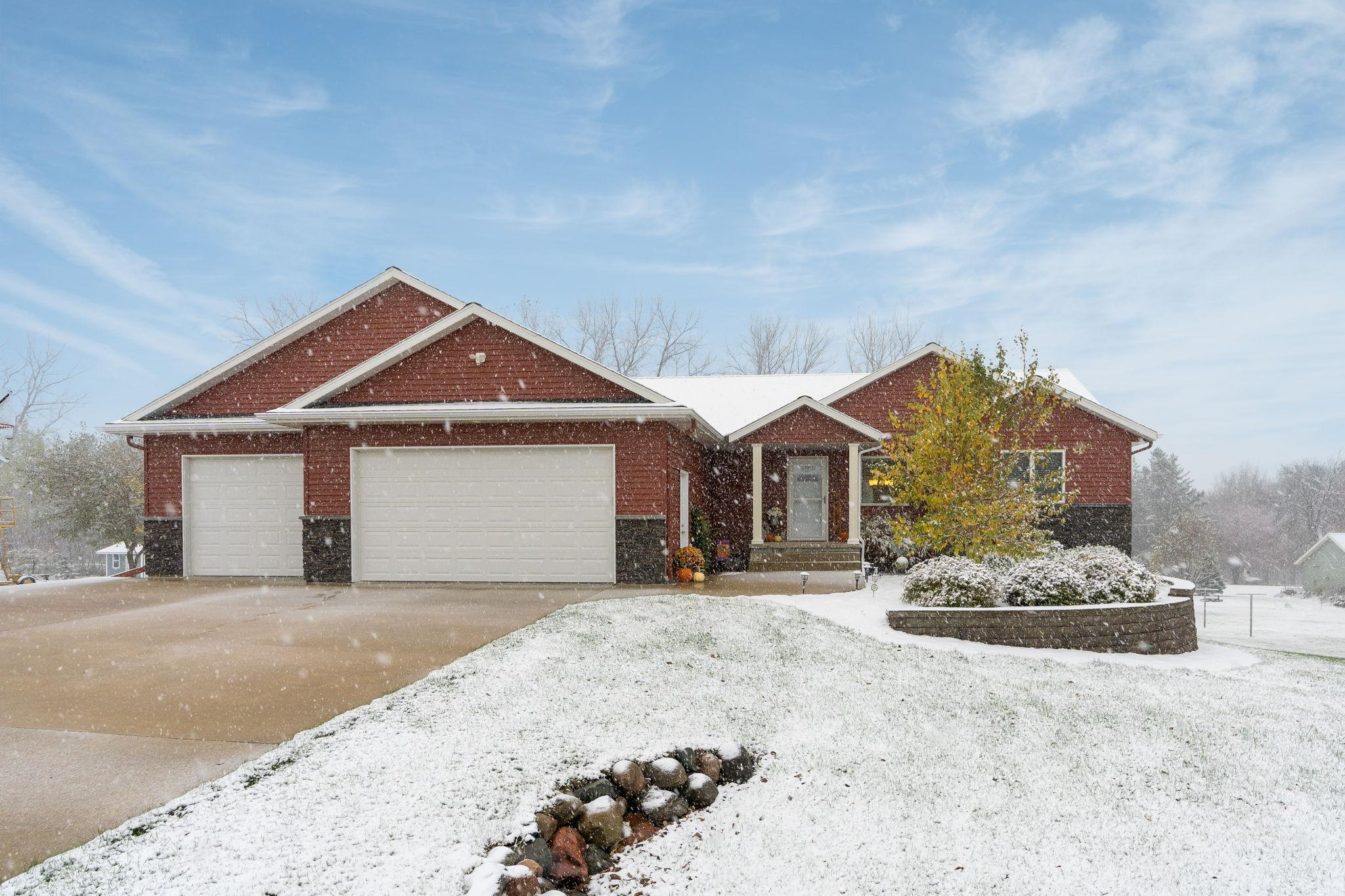 111 Lagoon Circle Property Photo - Courtland, MN real estate listing