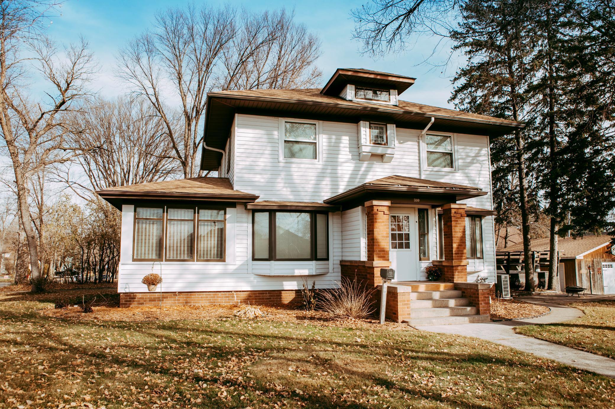 310 Montana Avenue Property Photo - Morris, MN real estate listing