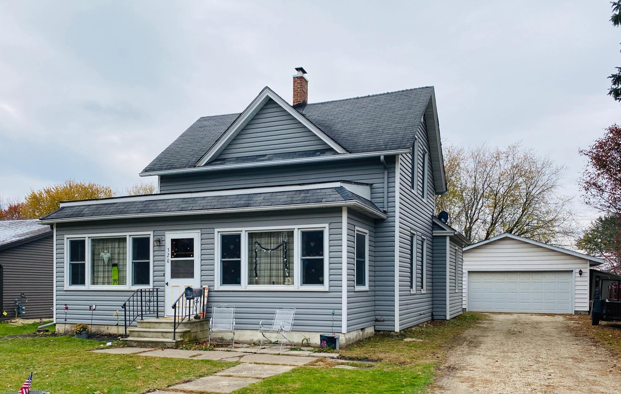 320 5th Street SW Property Photo - Plainview, MN real estate listing