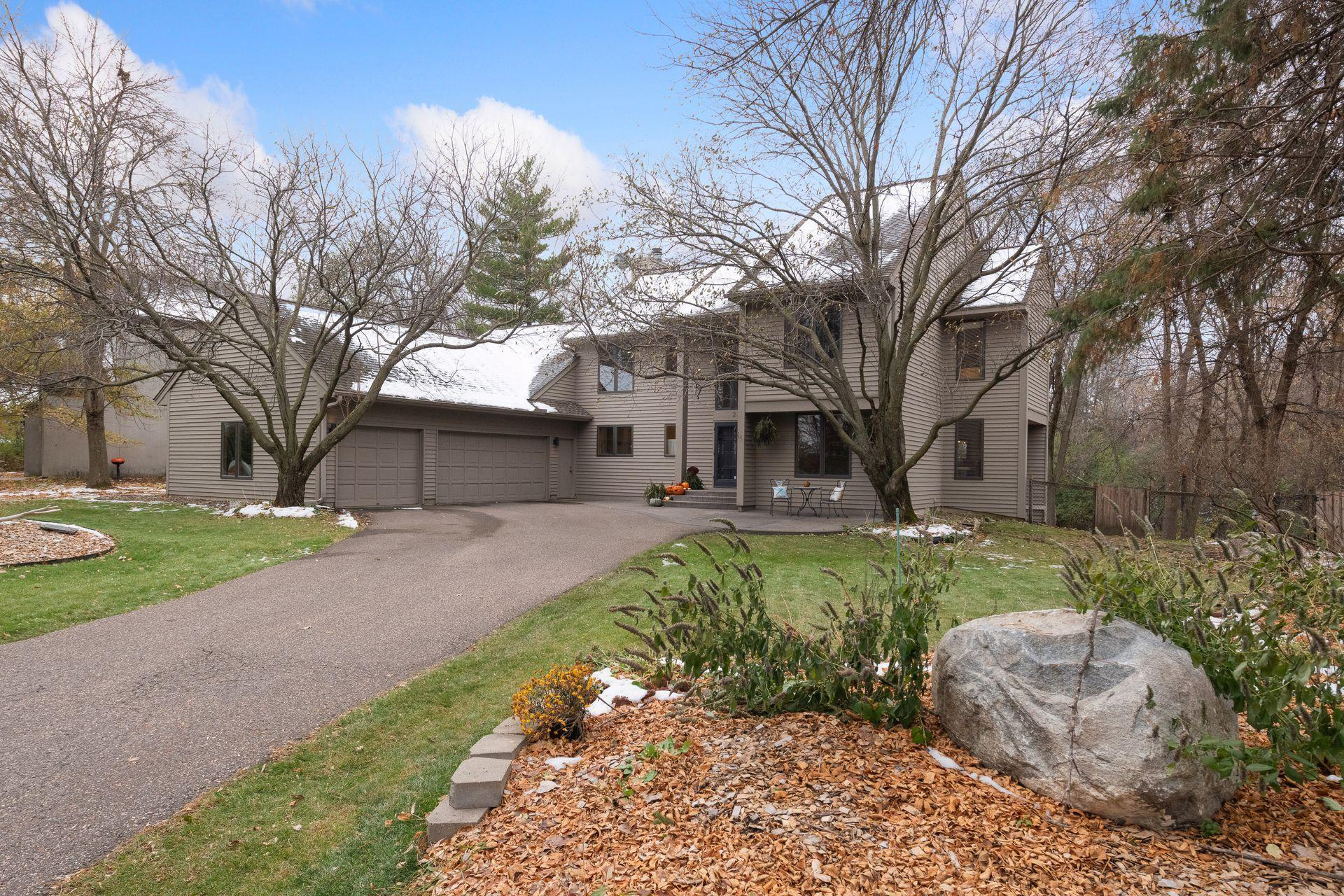 2346 Vernon Circle Property Photo - Minnetonka, MN real estate listing