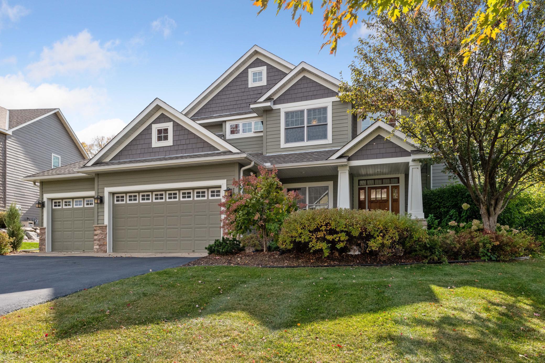 Applewood Real Estate Listings Main Image