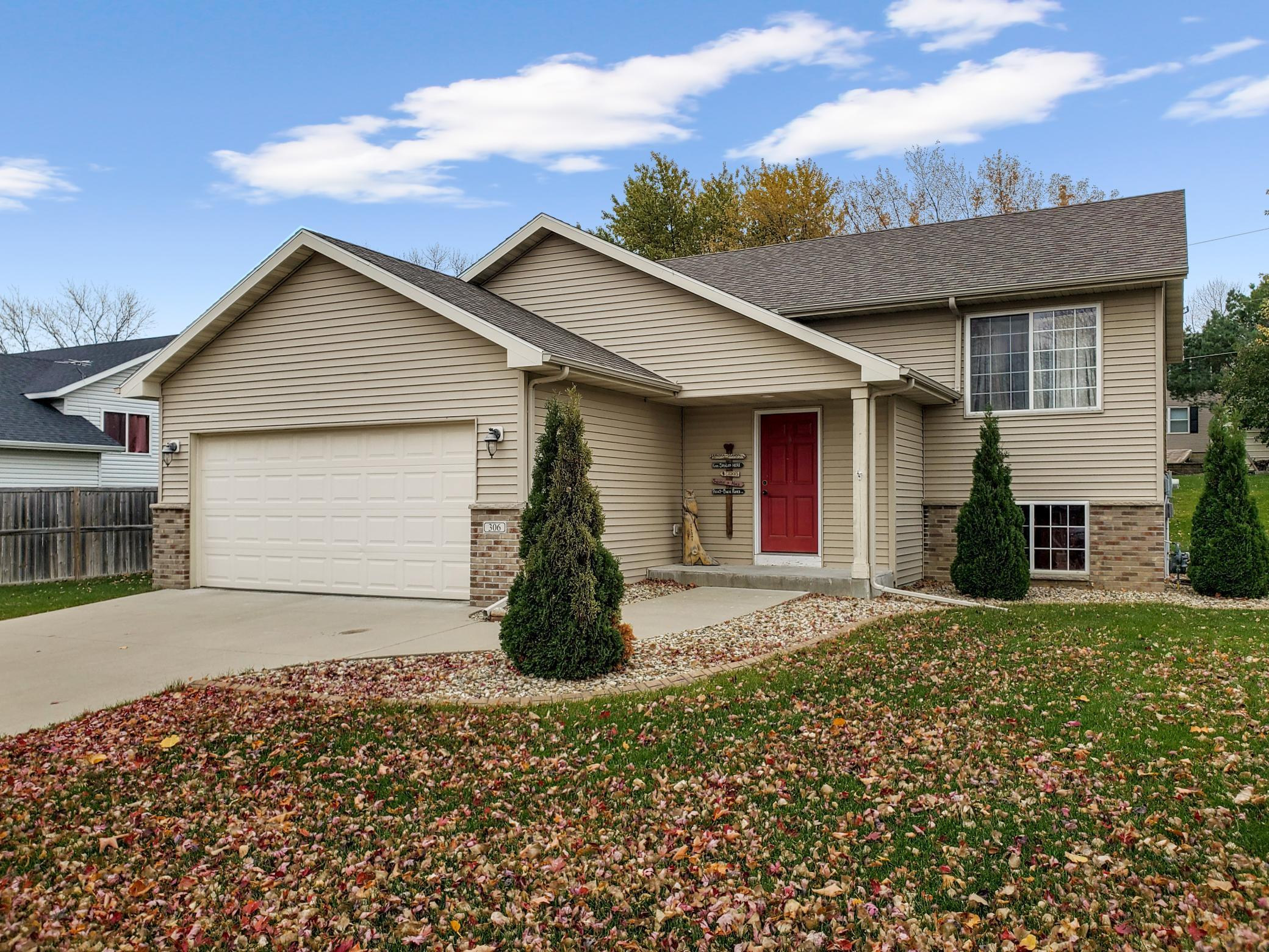 306 Maplebrook Drive Ne Property Photo