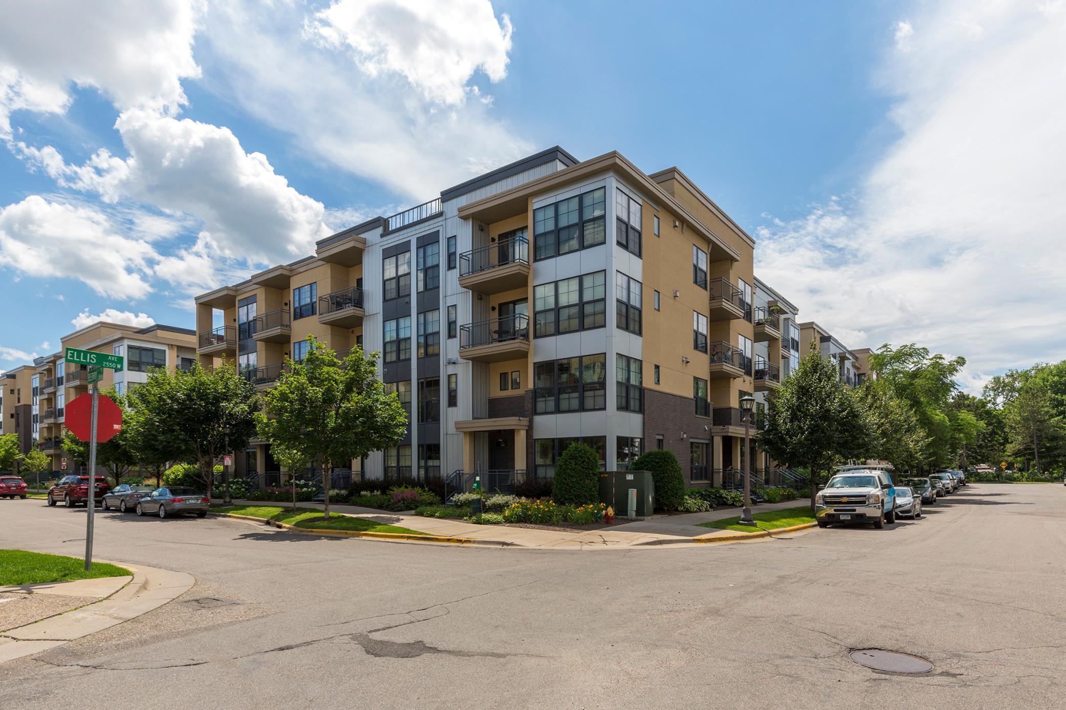 2566 Ellis Avenue #404 Property Photo