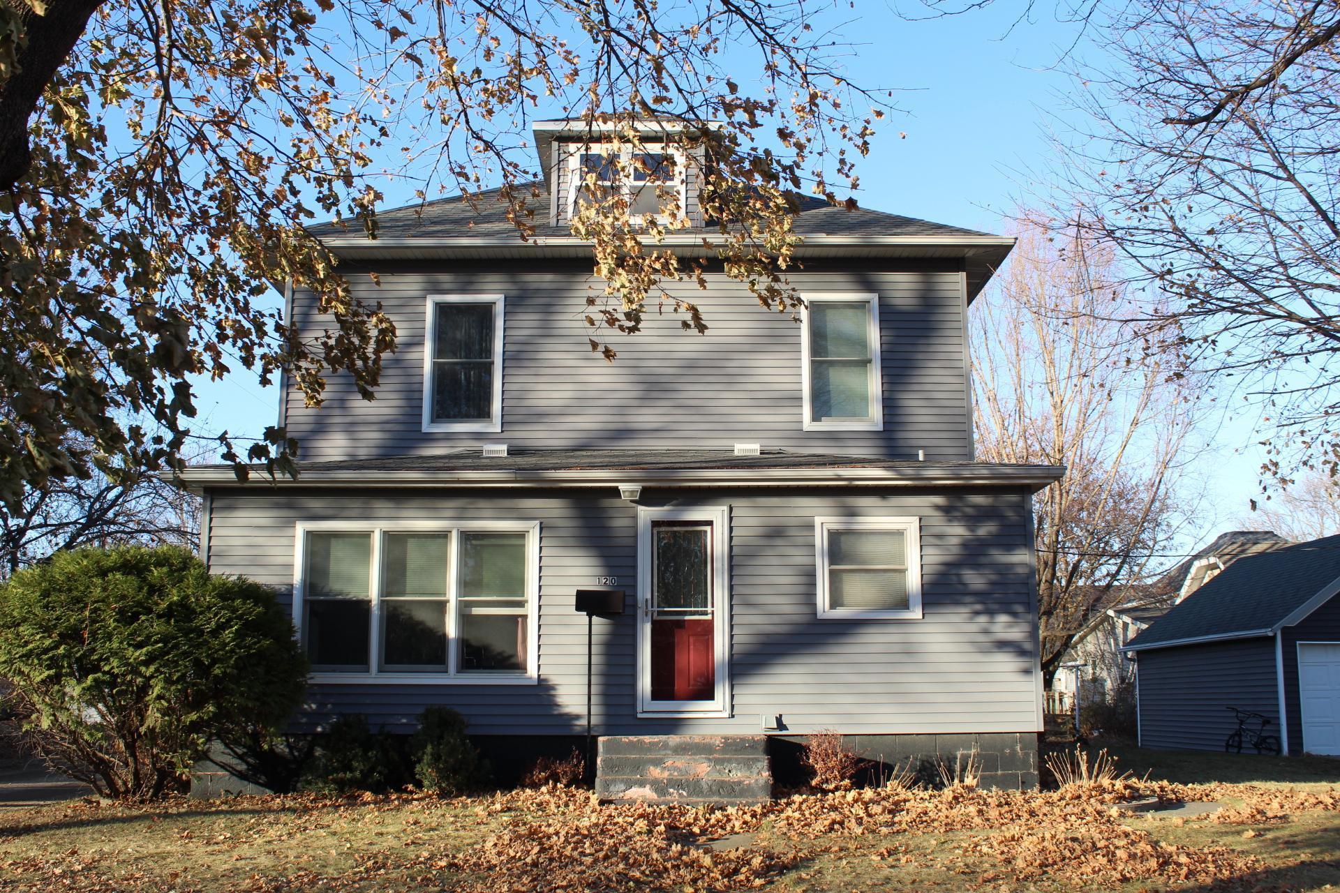 120 Maple Street W Property Photo